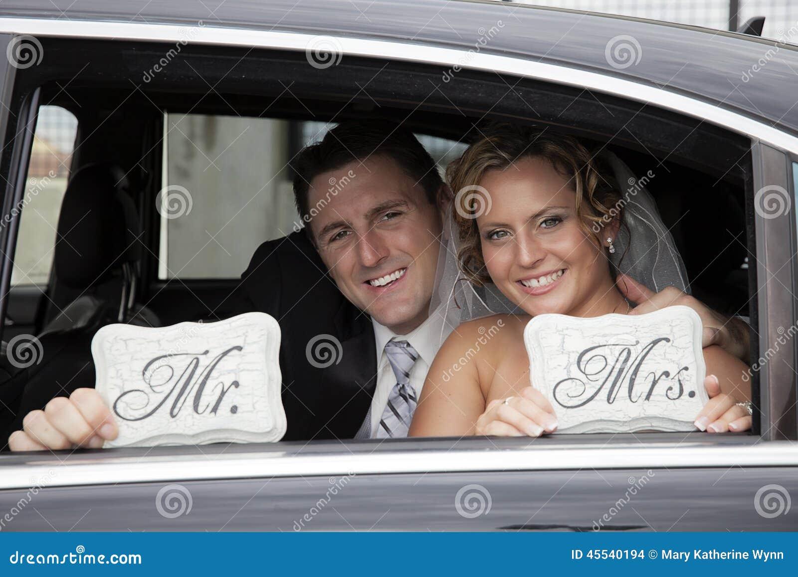 Gifta sig par i limousine