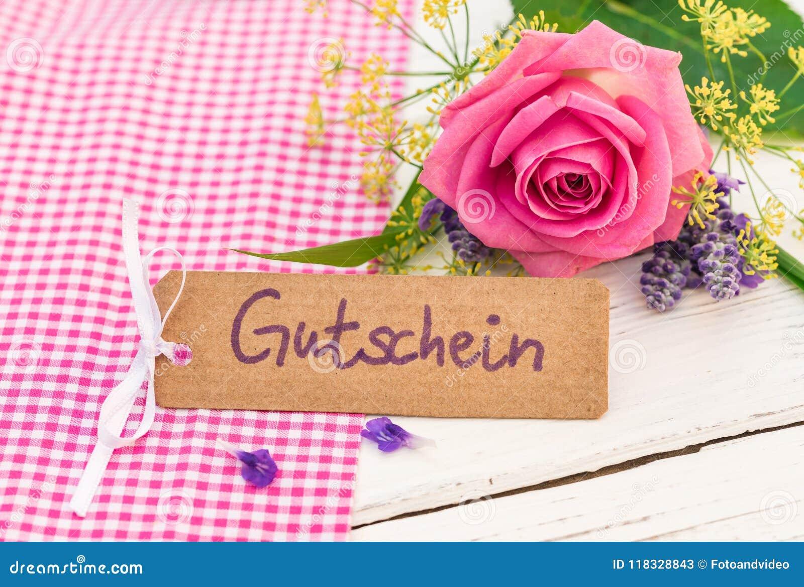 Giftkaart met Duits woord, Gutschein, middelenbon of coupon en mooi bloemenboeket