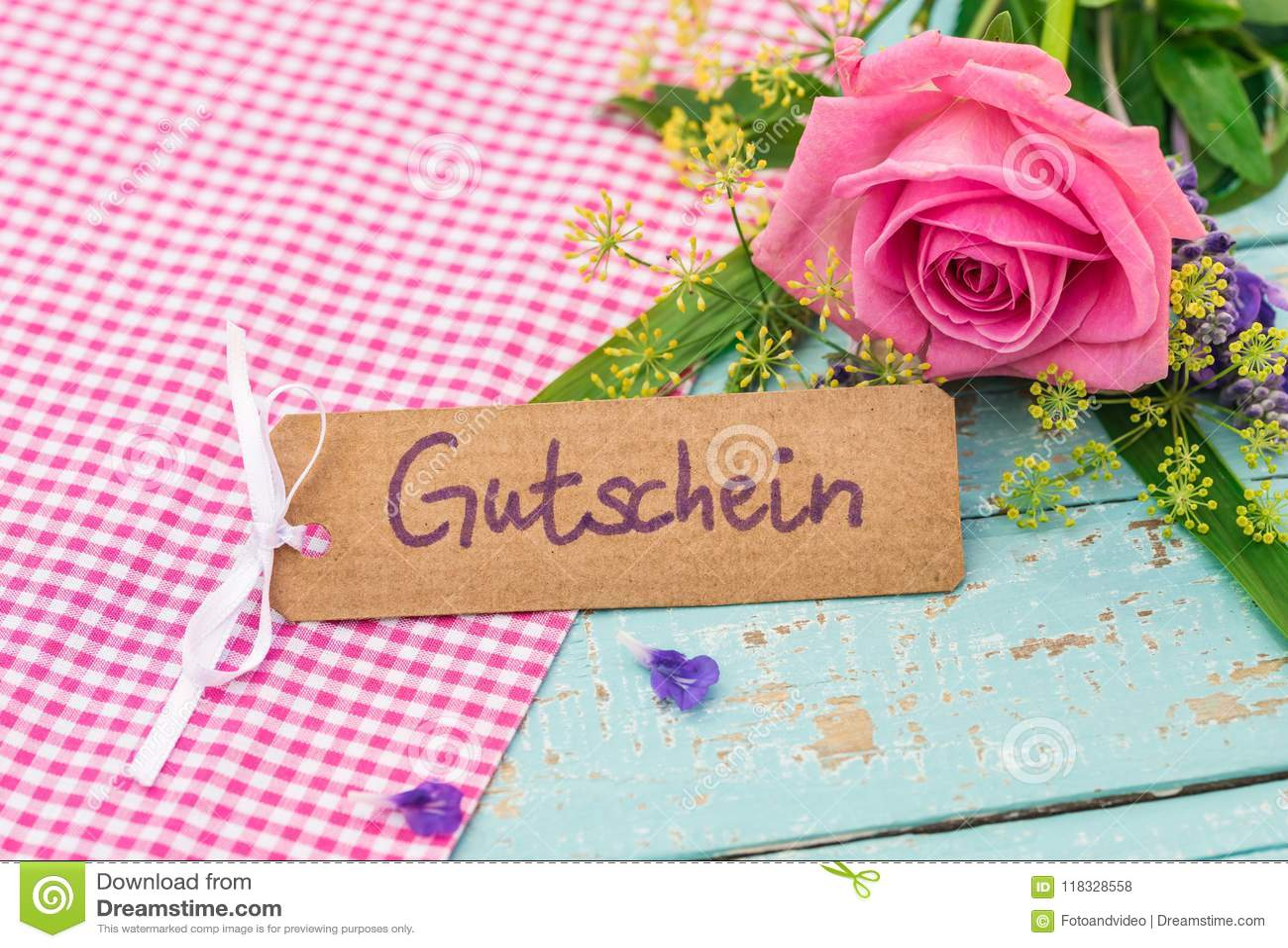 Giftkaart met Duitse woord, Gutschein, middelenbon of coupon met mooie bos van floers