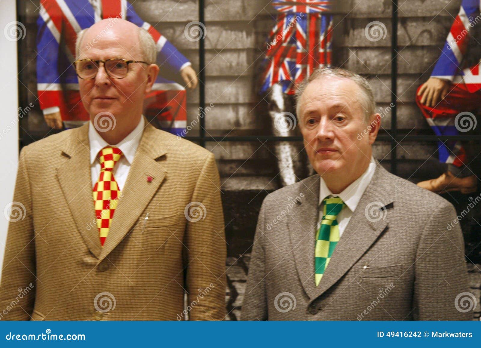 Download Gilbert und George redaktionelles stockfotografie. Bild von ausstellung - 49416242