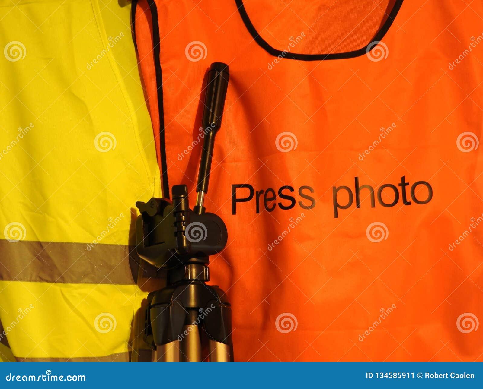 Gilets jaunes et oranges de gilet, photo de presse