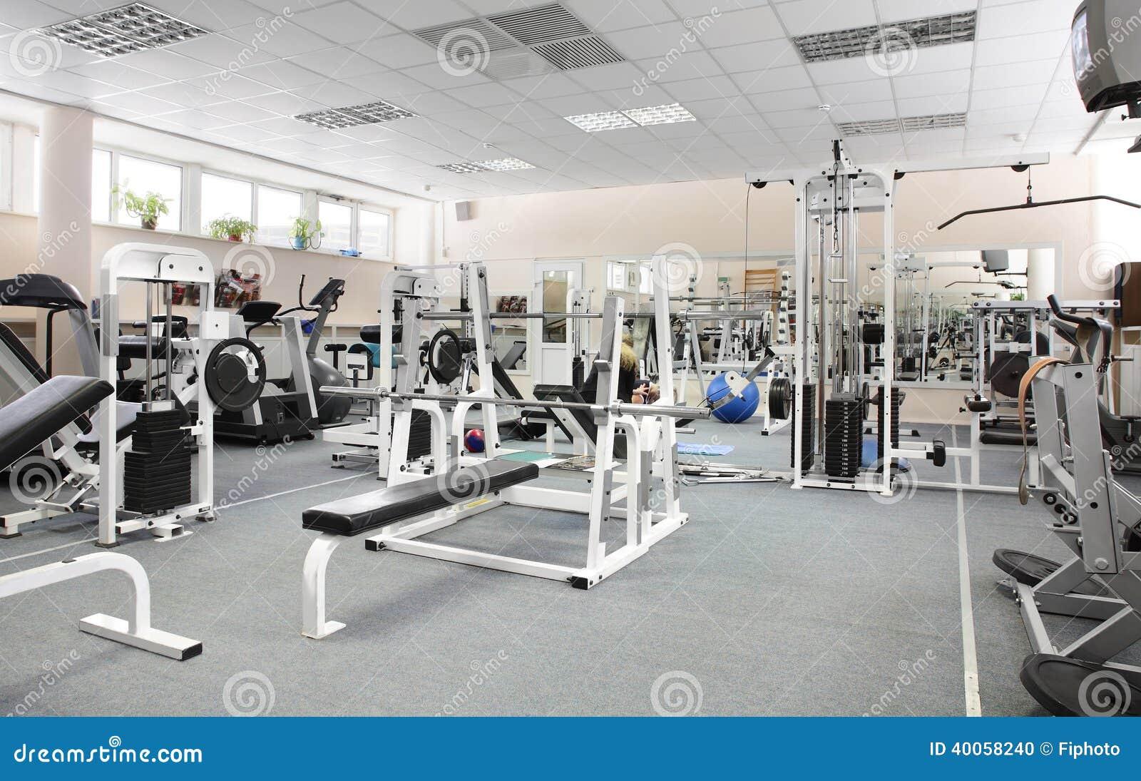 Gimnasio europeo moderno del deporte sin la gente foto de for Gimnacio o gimnasio