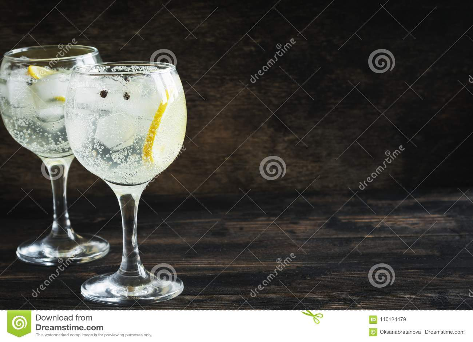Gin- och uppiggningsmedelcoctail