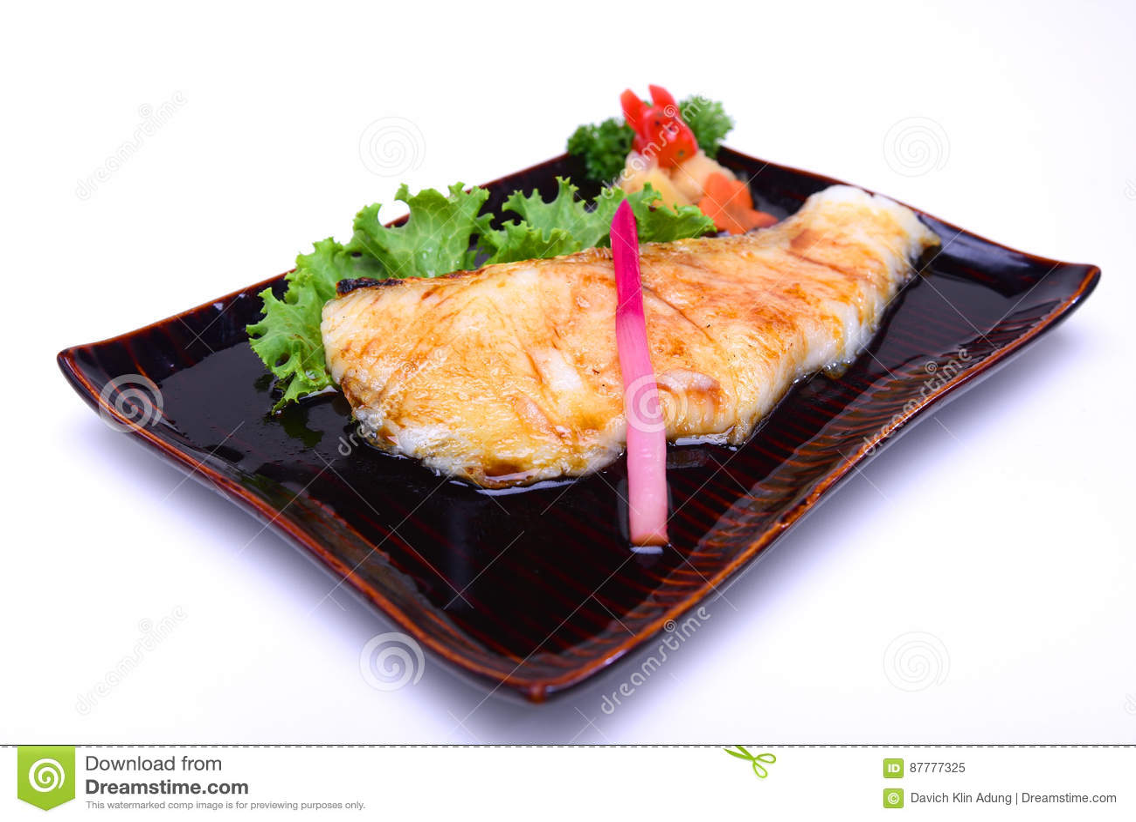 Gindara Teriyaki, peixe de bacalhau grelhado com o molho de soja, isolado sobre