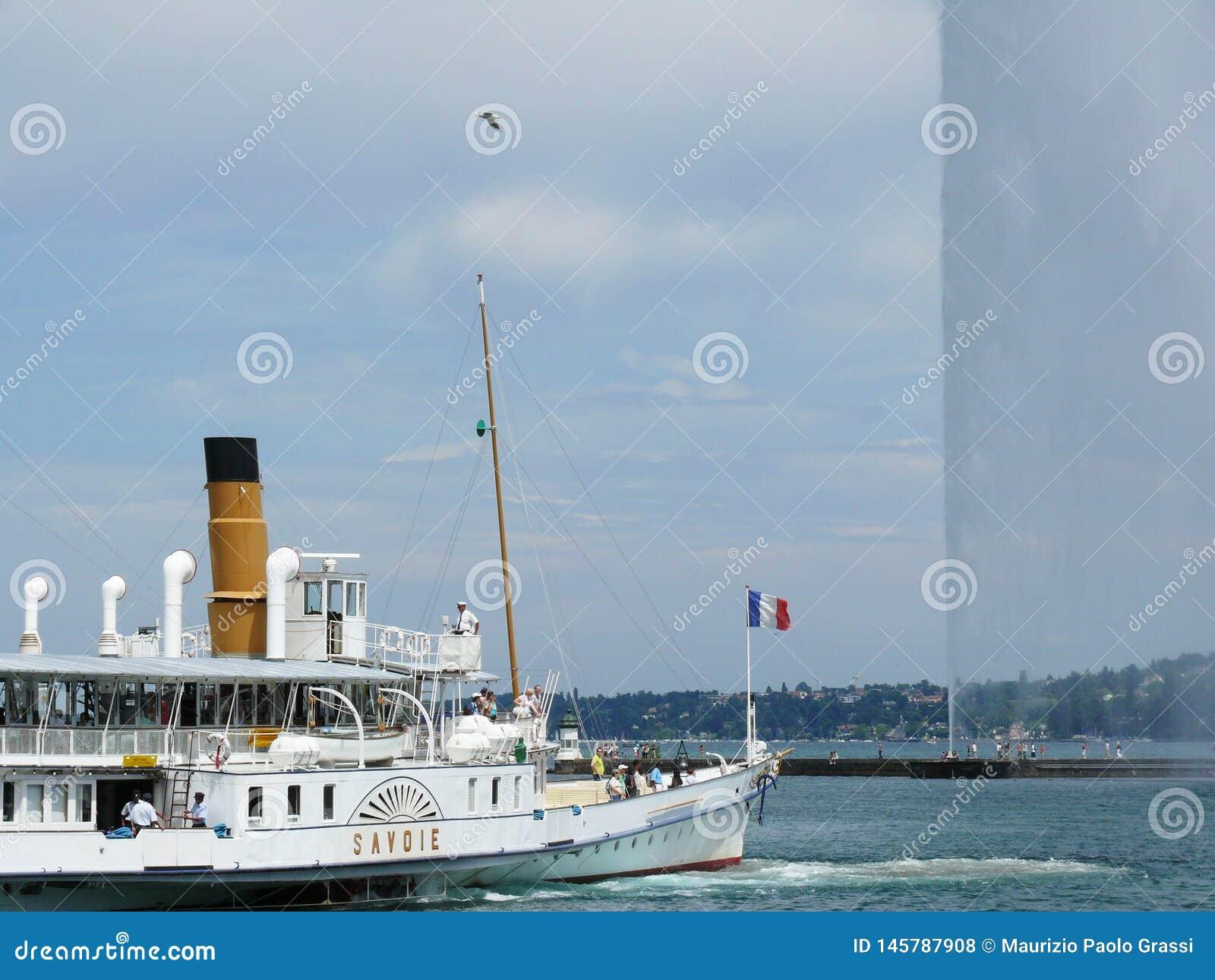 Ginevra, Svizzera 07/31/2009 Barca sul getto di acqua e del lago