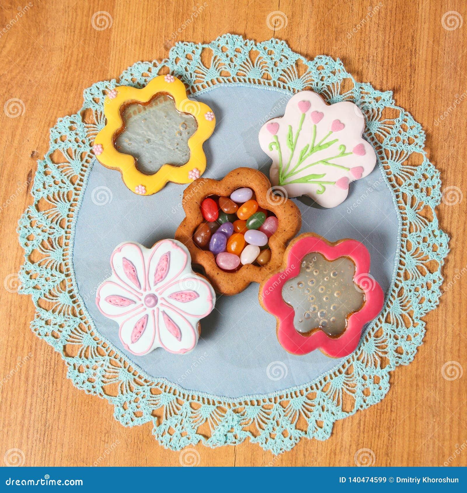 Ginger Cookies Fait Maison Sous Forme De Boite A Bijoux Sur La Serviette Bleue Sur Le Fond En Bois Vue De Plan Rapproche Place Image Stock Image Du Bois Cookies 140474599