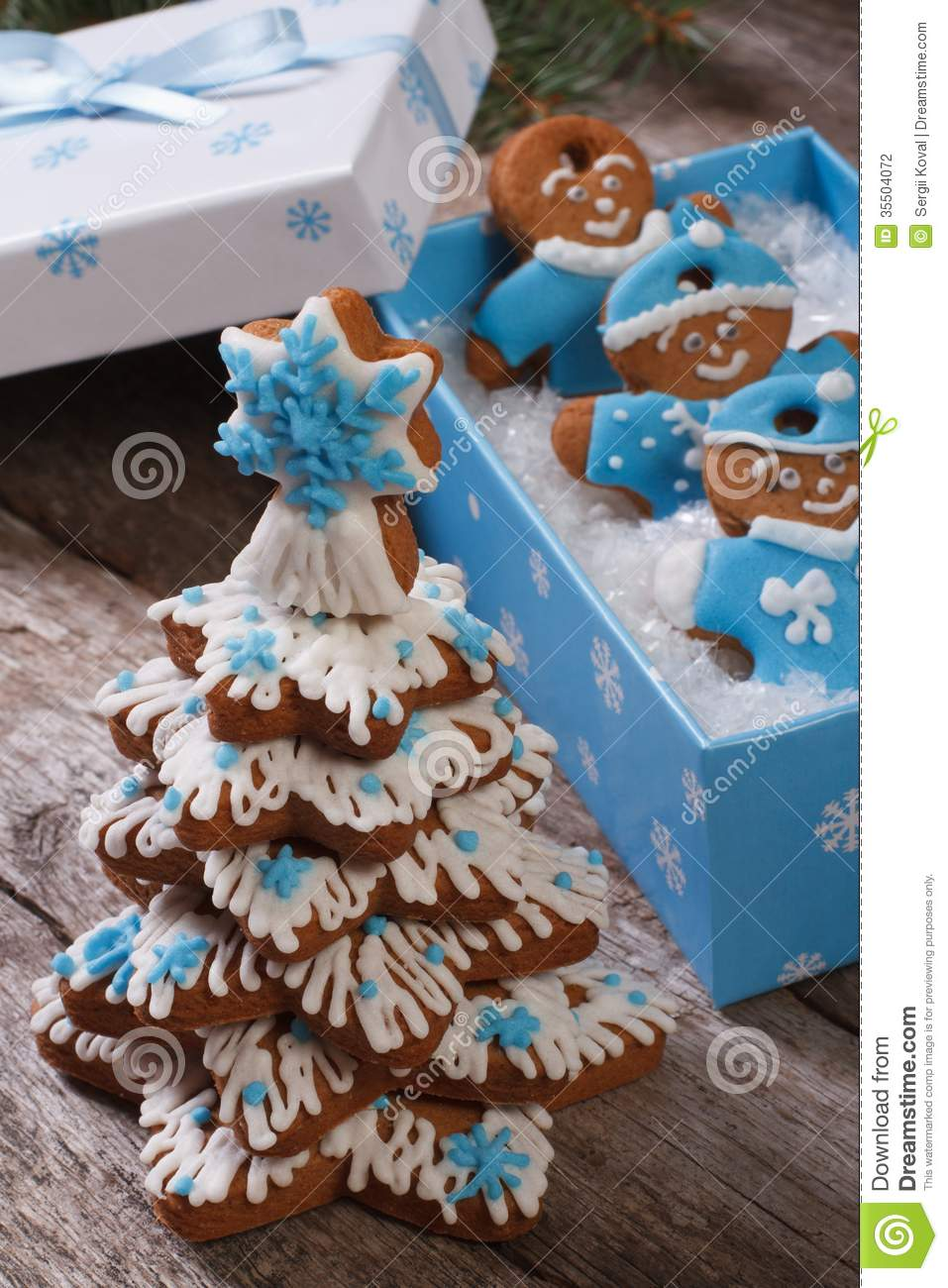 Gingerbread Christmas Tree And Gingerbread Men Stock Photo ...