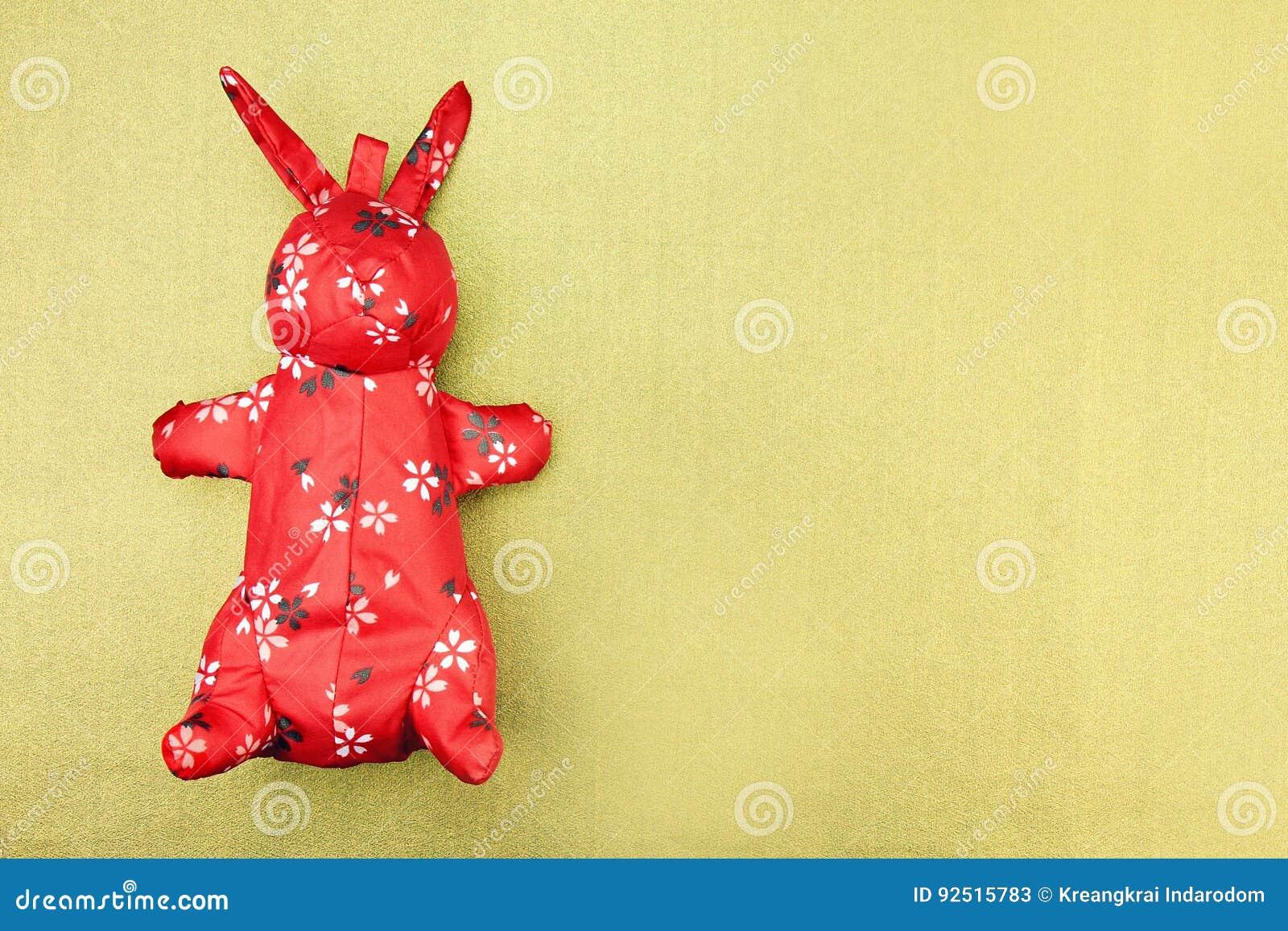 Giocattolo rosso del panno del coniglio con il modello orientale, cinese tradizionale
