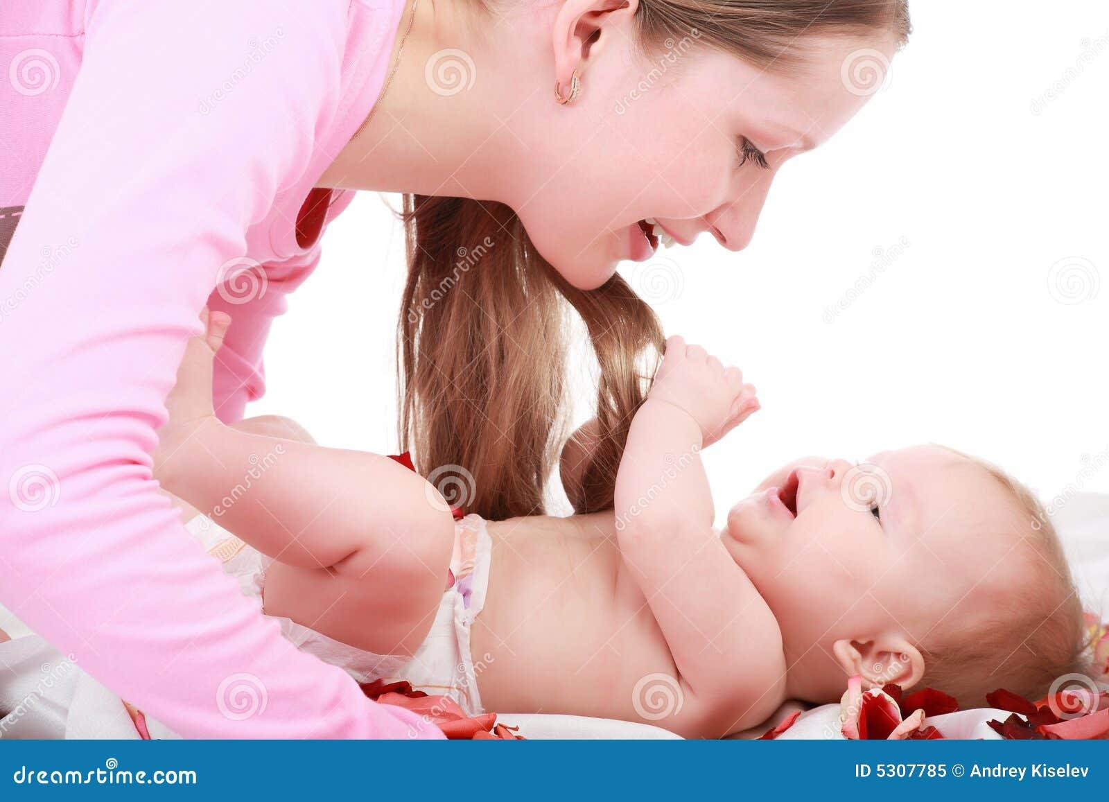 Download Gioco con l'infante immagine stock. Immagine di bello - 5307785