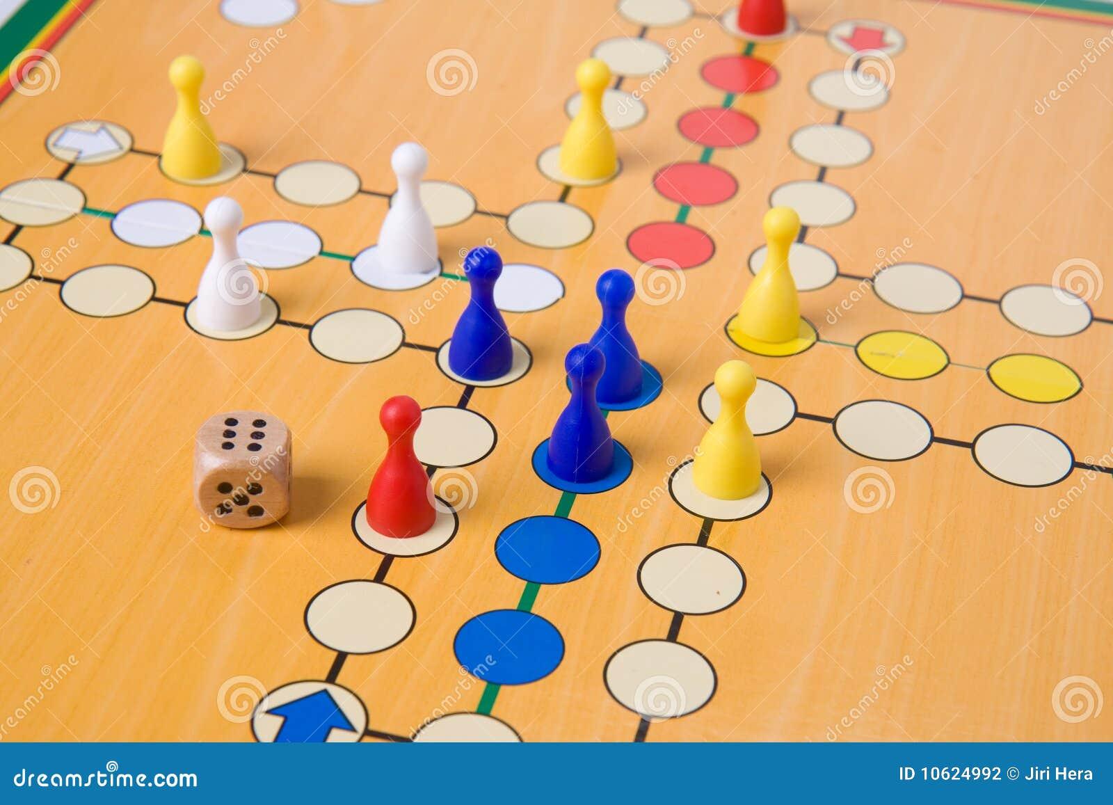 Gioco da tavolo con i pegni di colore fotografia stock - Partini gioco da tavolo ...