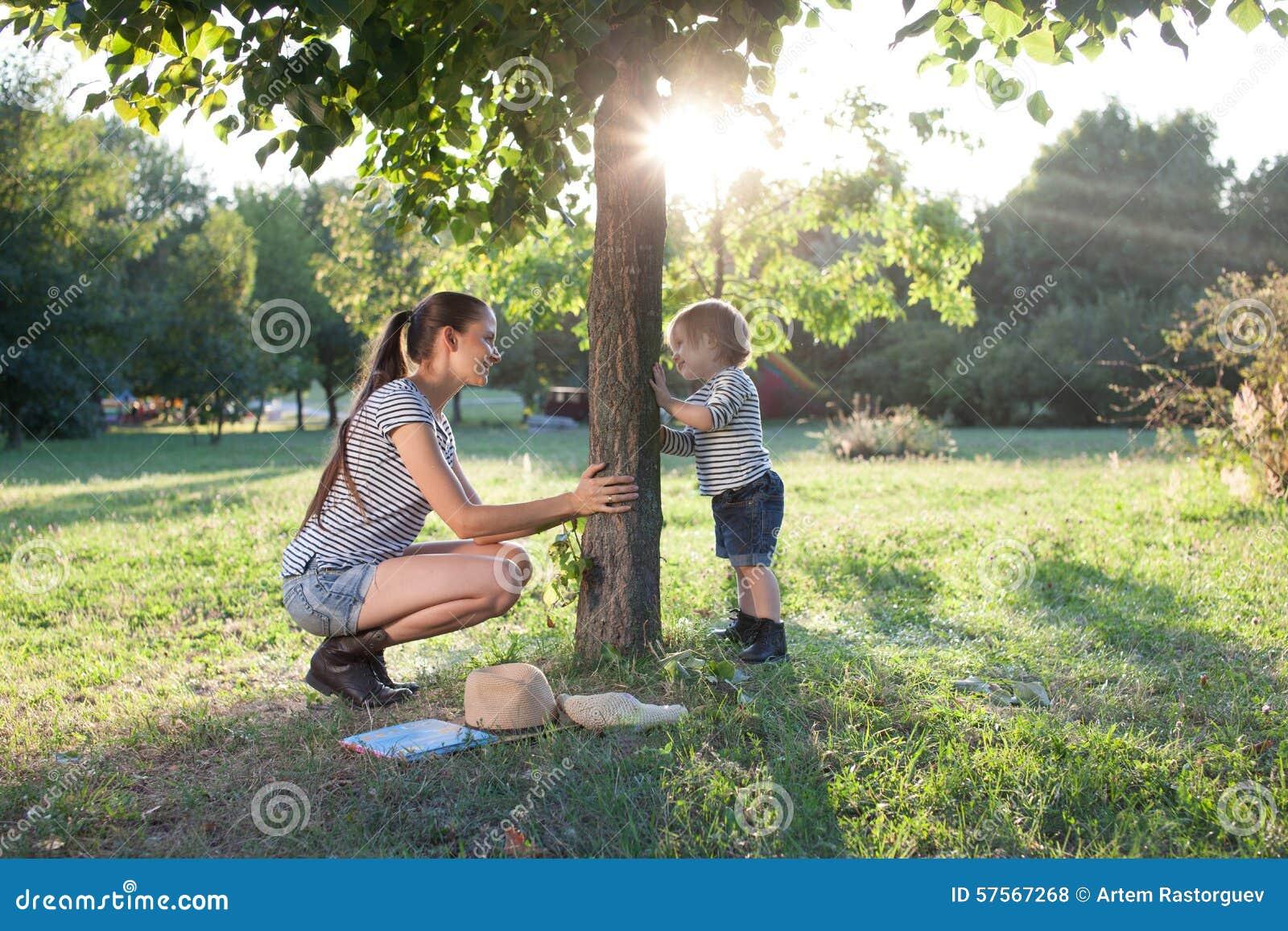 Gioco del bambino e della madre