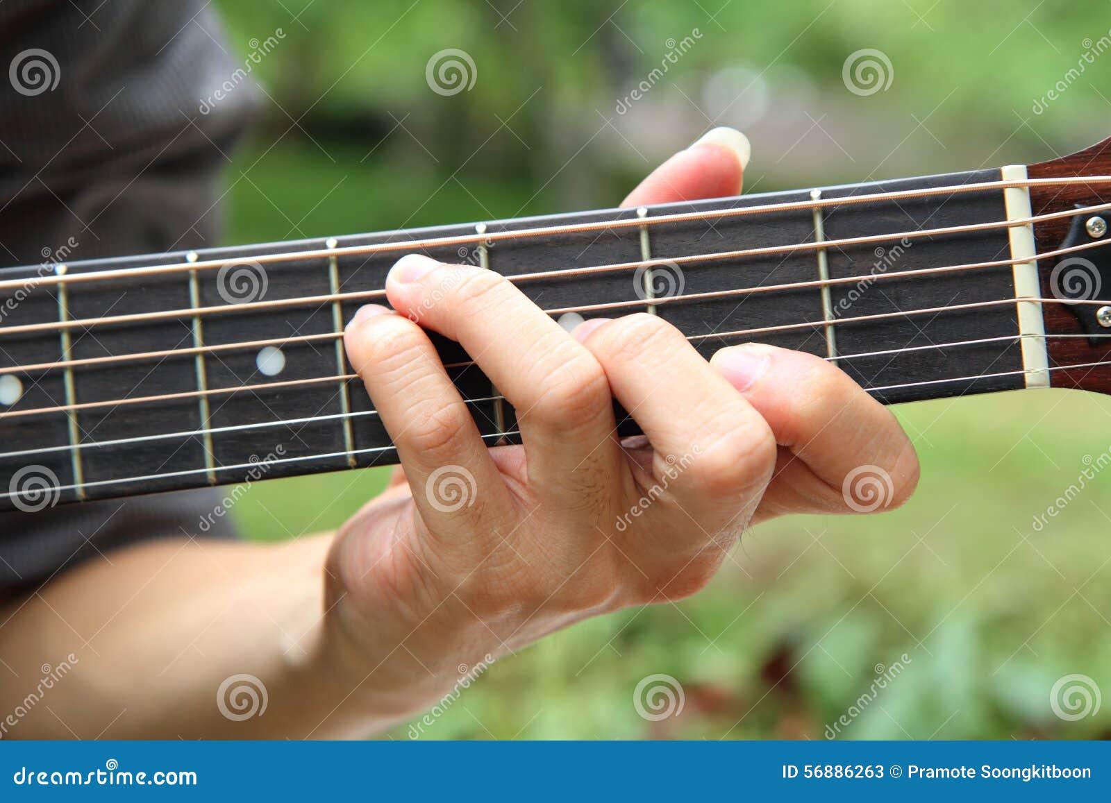 Gioco della corda F# della chitarra