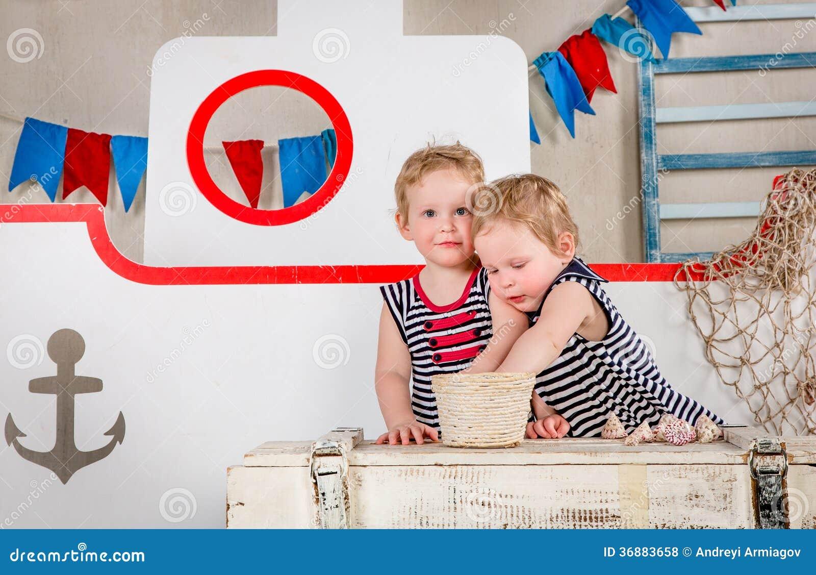 Download Gioco di bambini. fotografia stock. Immagine di giocattolo - 36883658