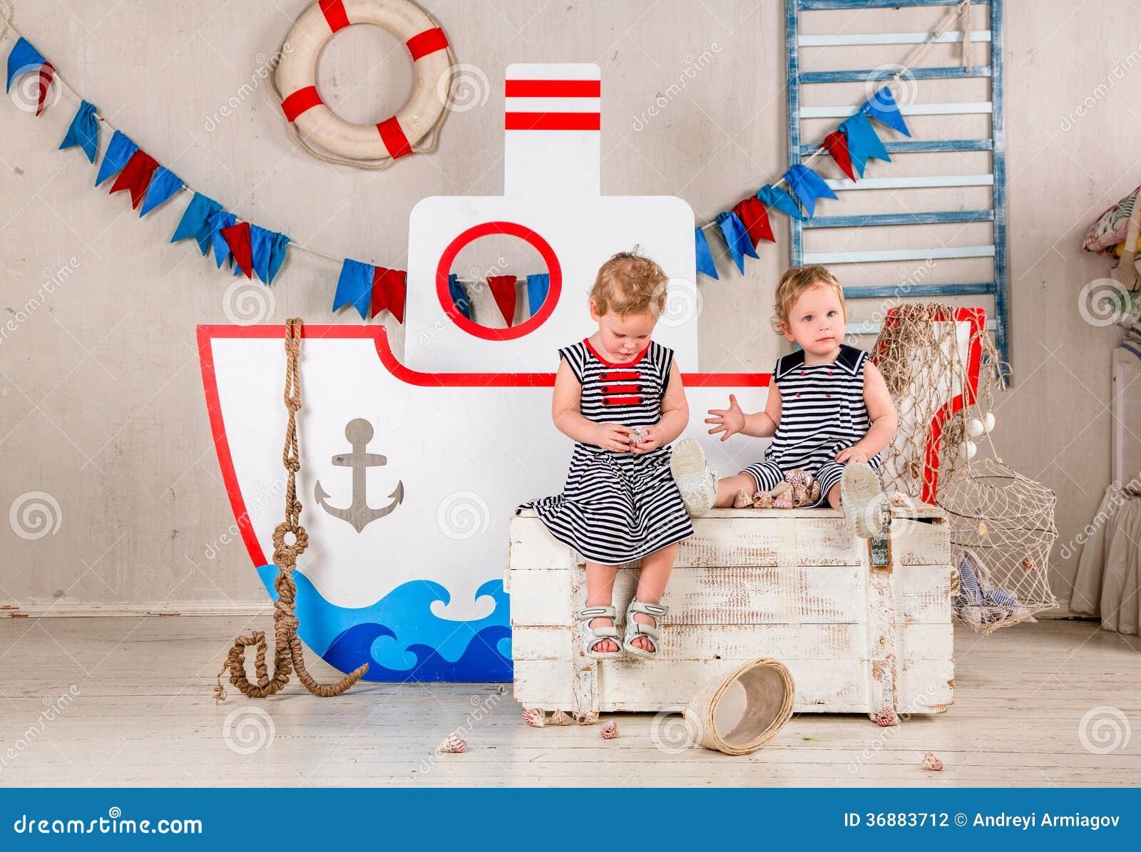 Download Gioco di bambini. fotografia stock. Immagine di gioco - 36883712