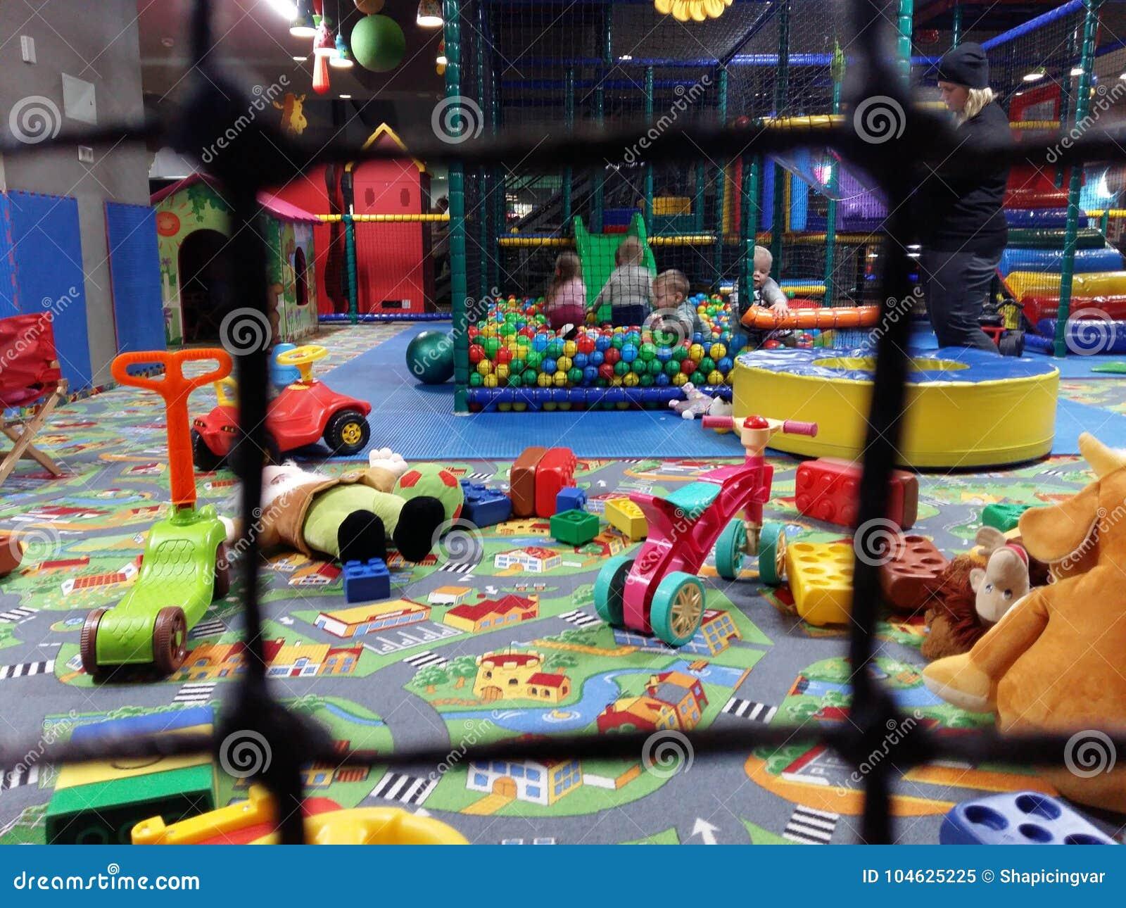 Stanza Dei Giochi Bambini : Gioco di bambini nella stanza dei giochi nellasilo a kiev l