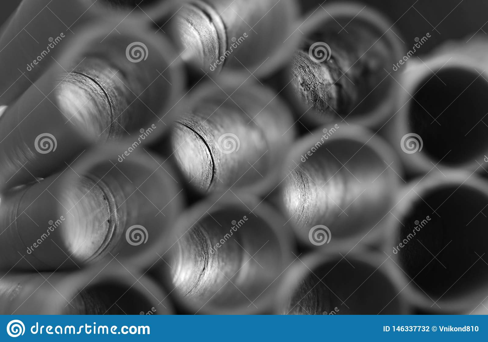 Gioco di luce in tubi d acciaio