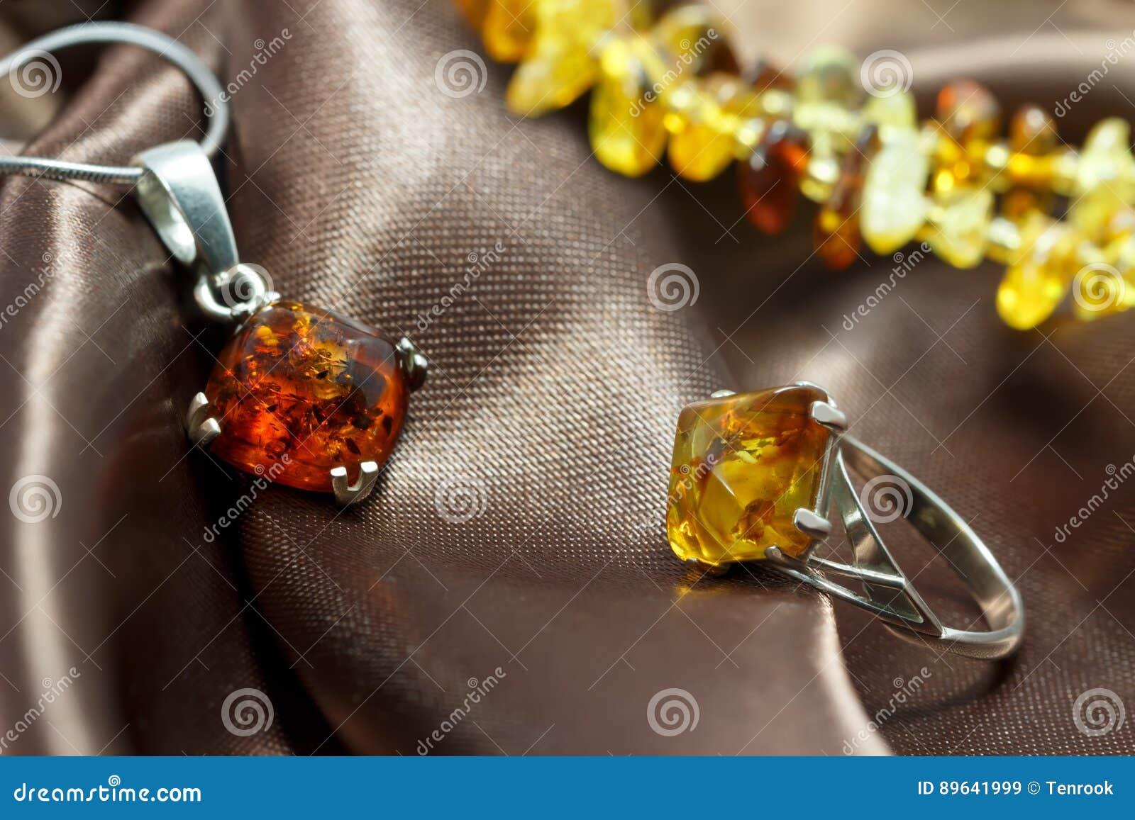 Gioielli del primo piano con ambra baltica naturale for Piani principali del primo piano
