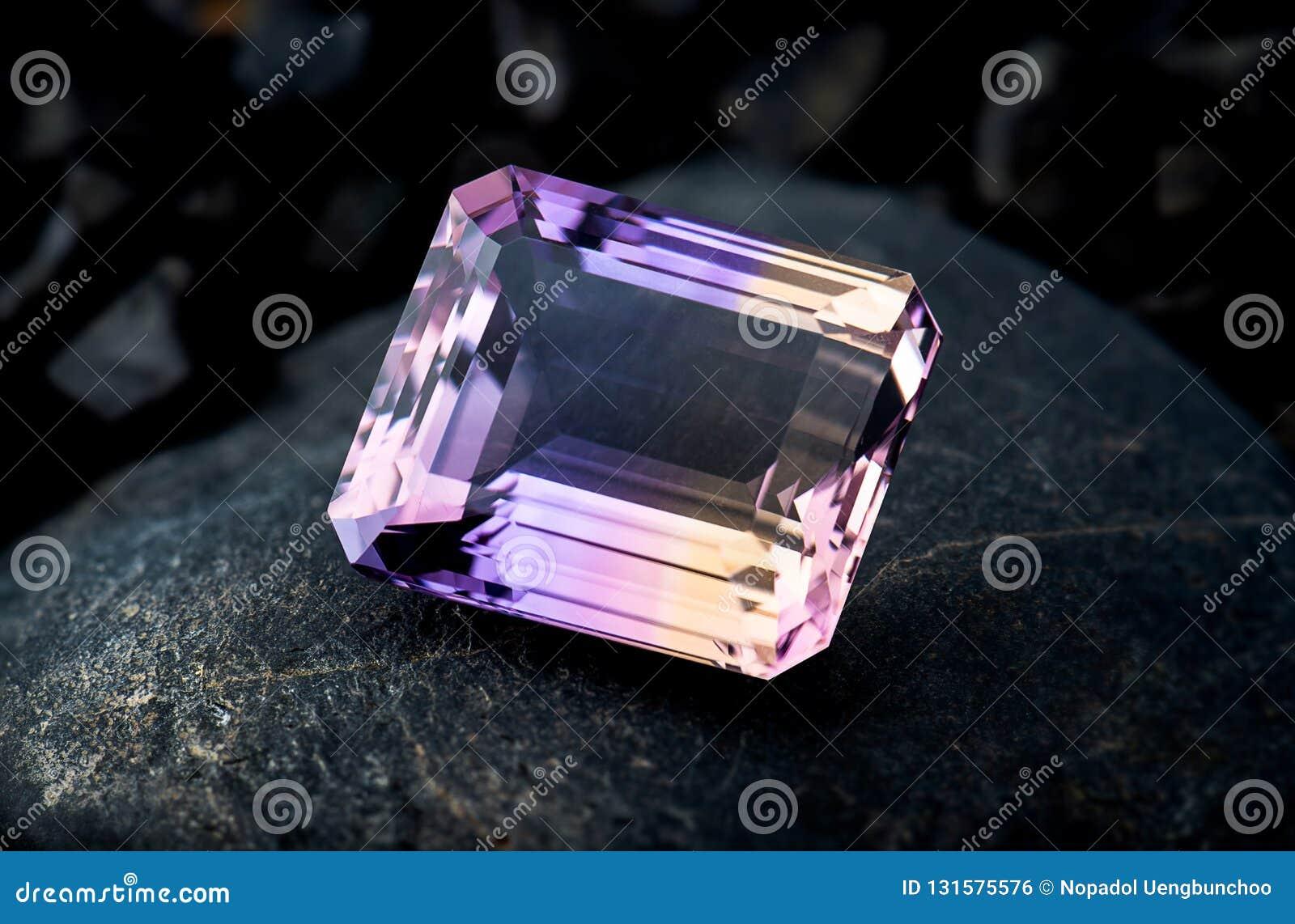 Gioielli della pietra preziosa di ametrin con fondo di pietra nero e