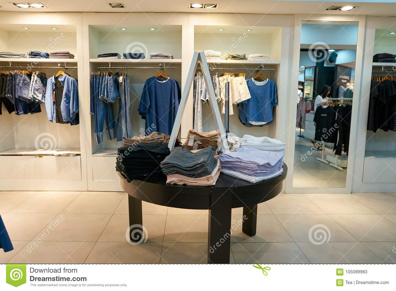 459c004114d Giordano store in Seoul editorial stock photo. Image of clothing ...
