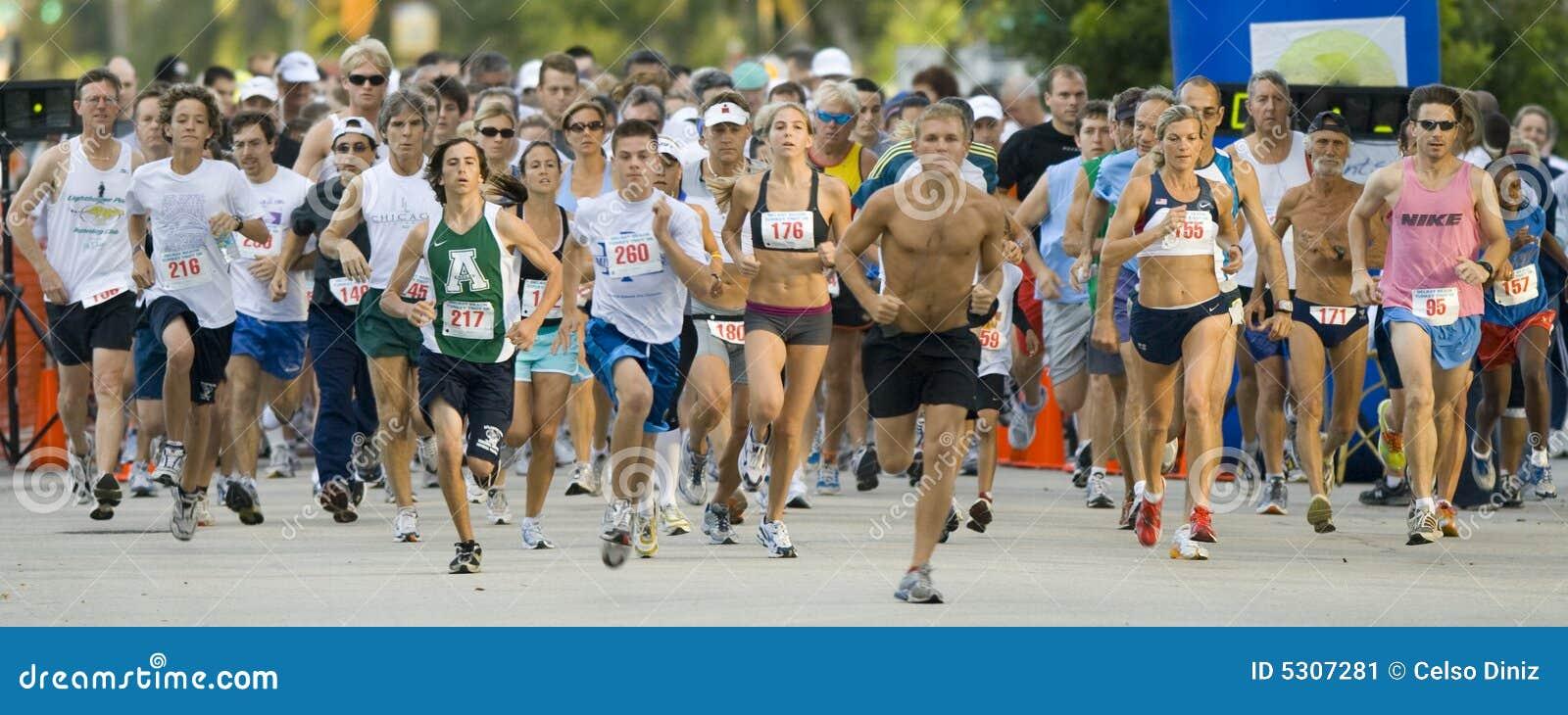 Download Giorno della corsa fotografia editoriale. Immagine di esseri - 5307281