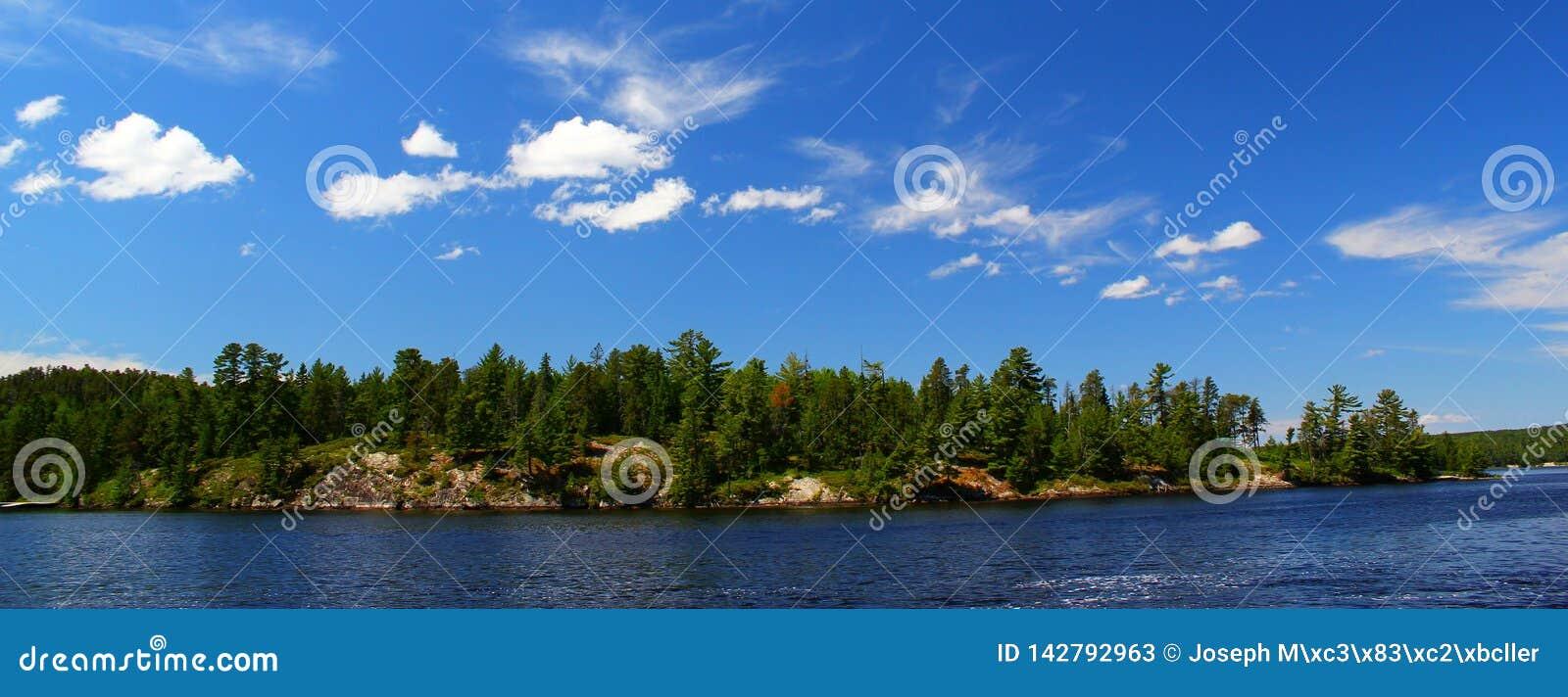 Giorno di estate meraviglioso in Ontario: Nestor Falls