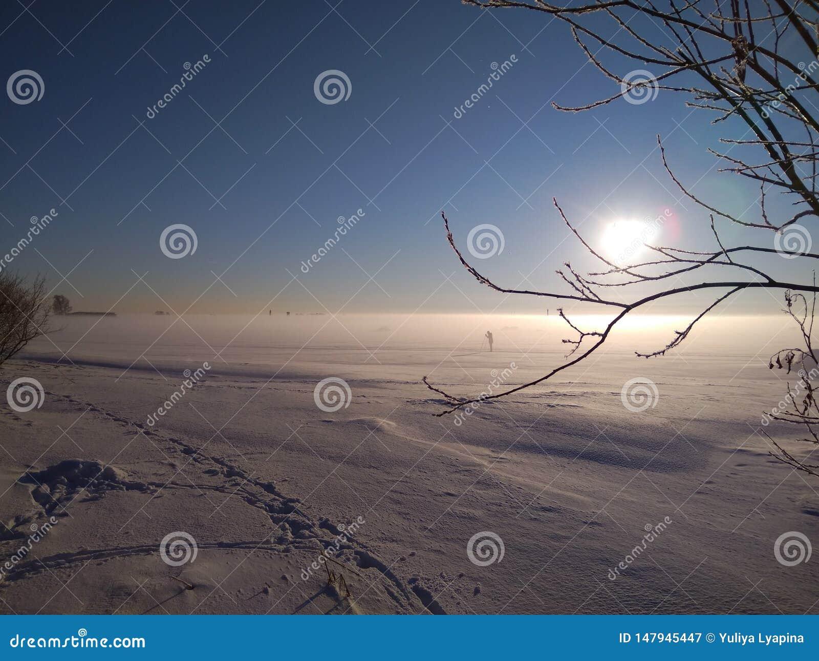 Giorno di inverno soleggiato sulla baia