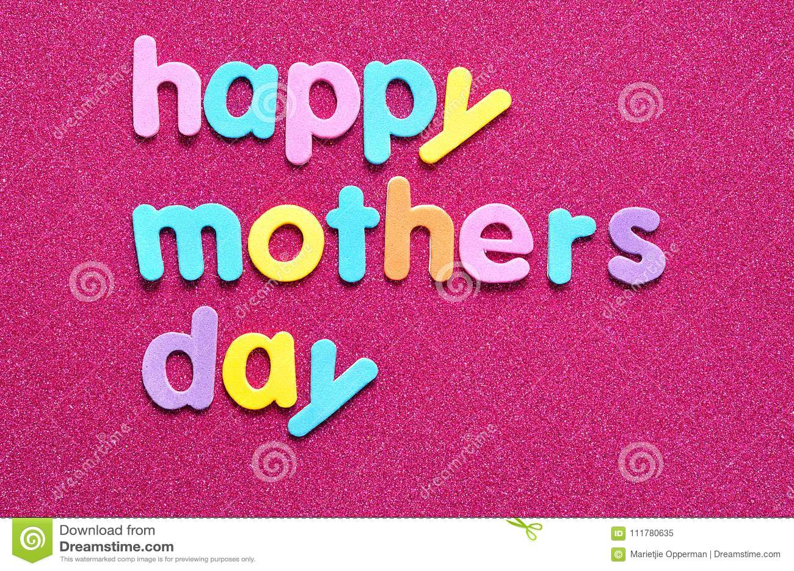Giorno di madri felice su un fondo rosa