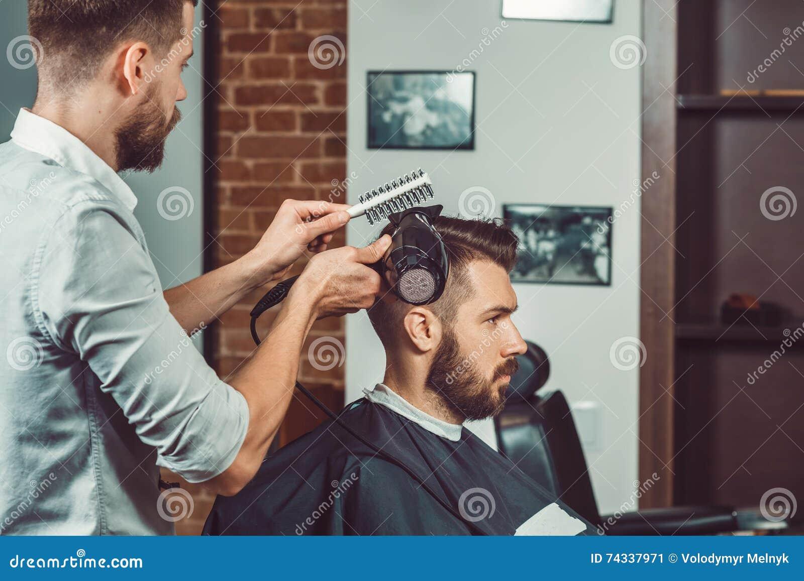 Taglio di capelli hipster