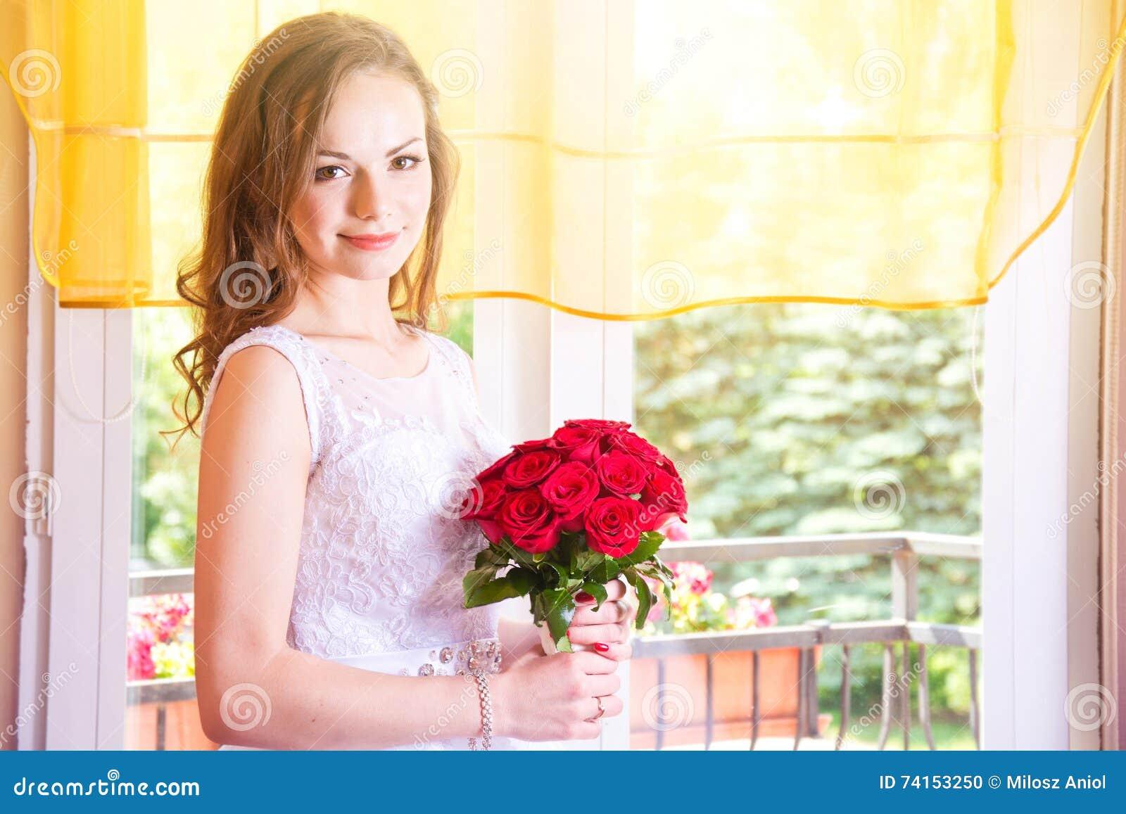 In Da Sposa Il Giovane Mazzo Rosa Vestito Con Sposa Bella Della pnqSE