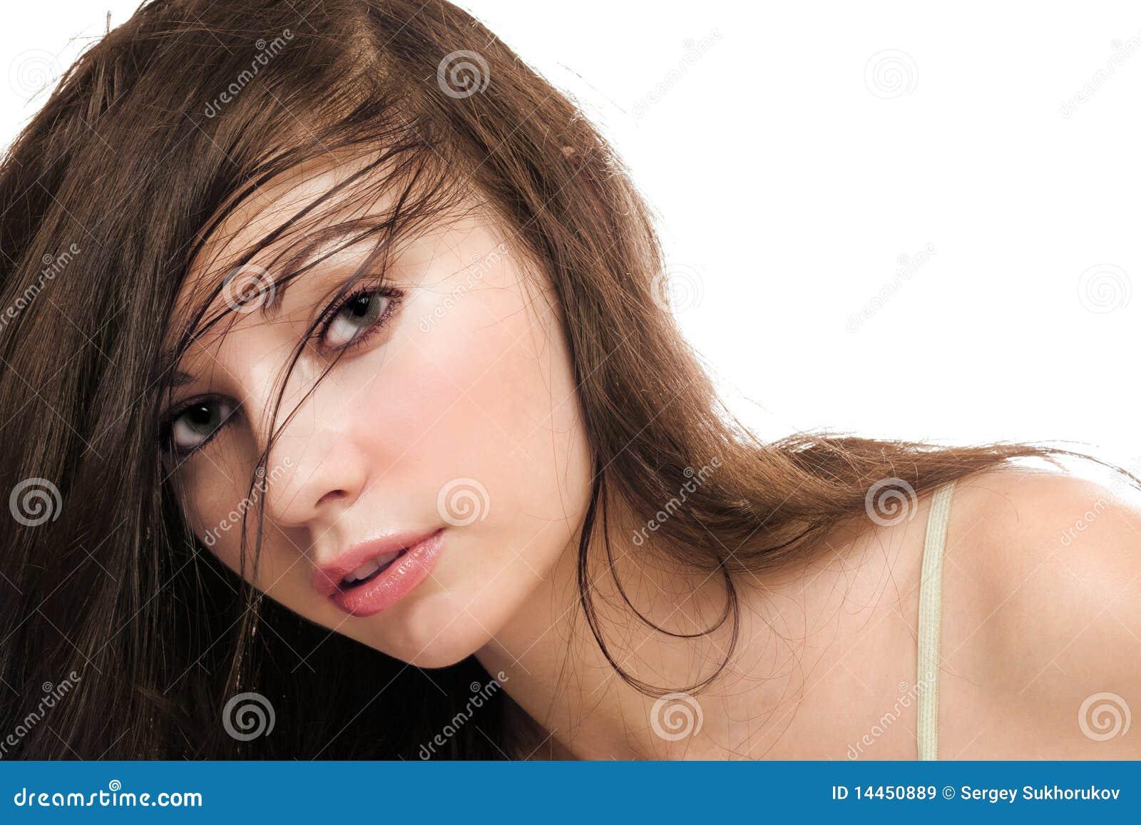Giovane brunette green-eyed attraente