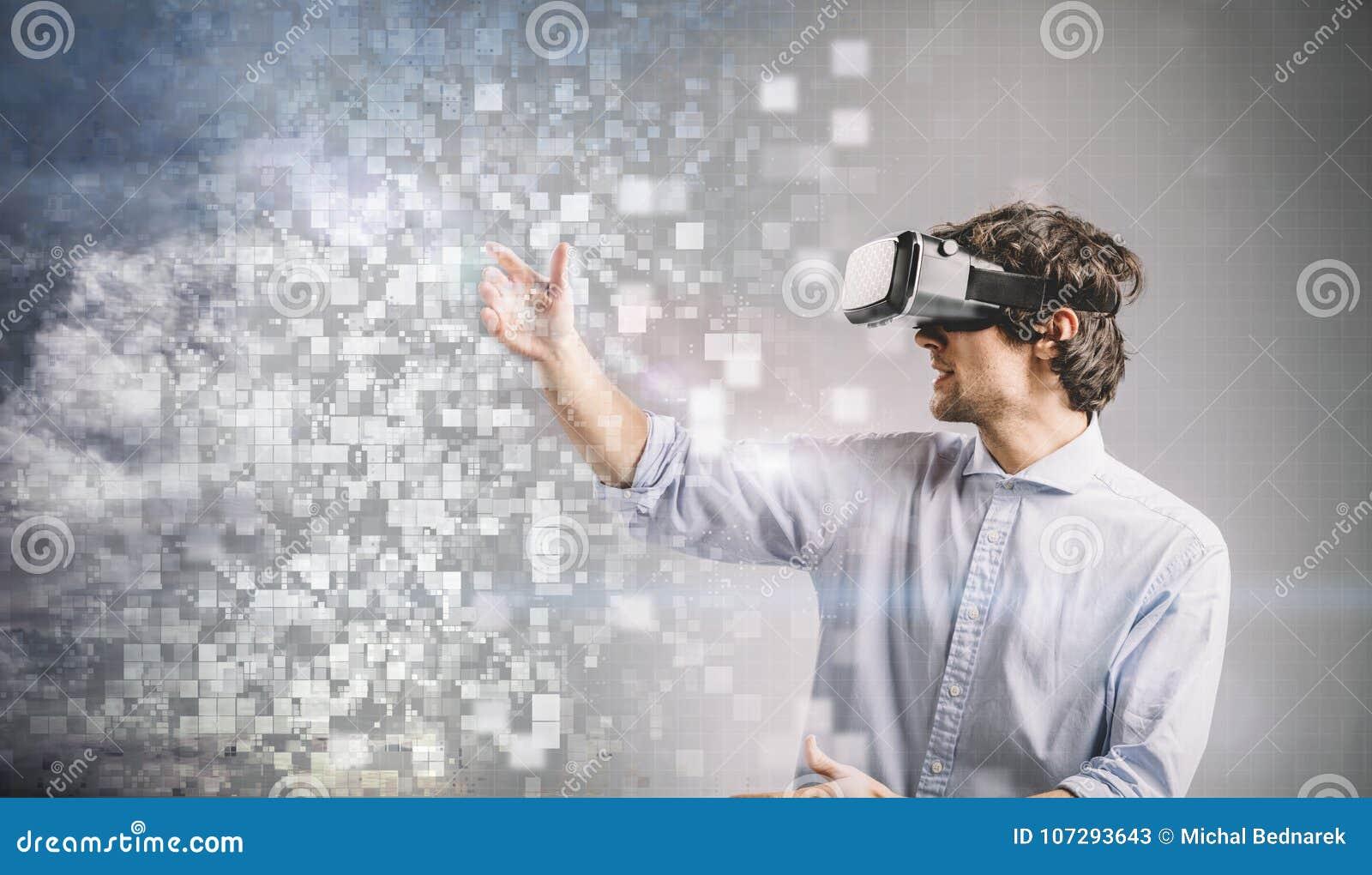 Giovane che gioca negli occhiali di protezione di VR Disegno grafico