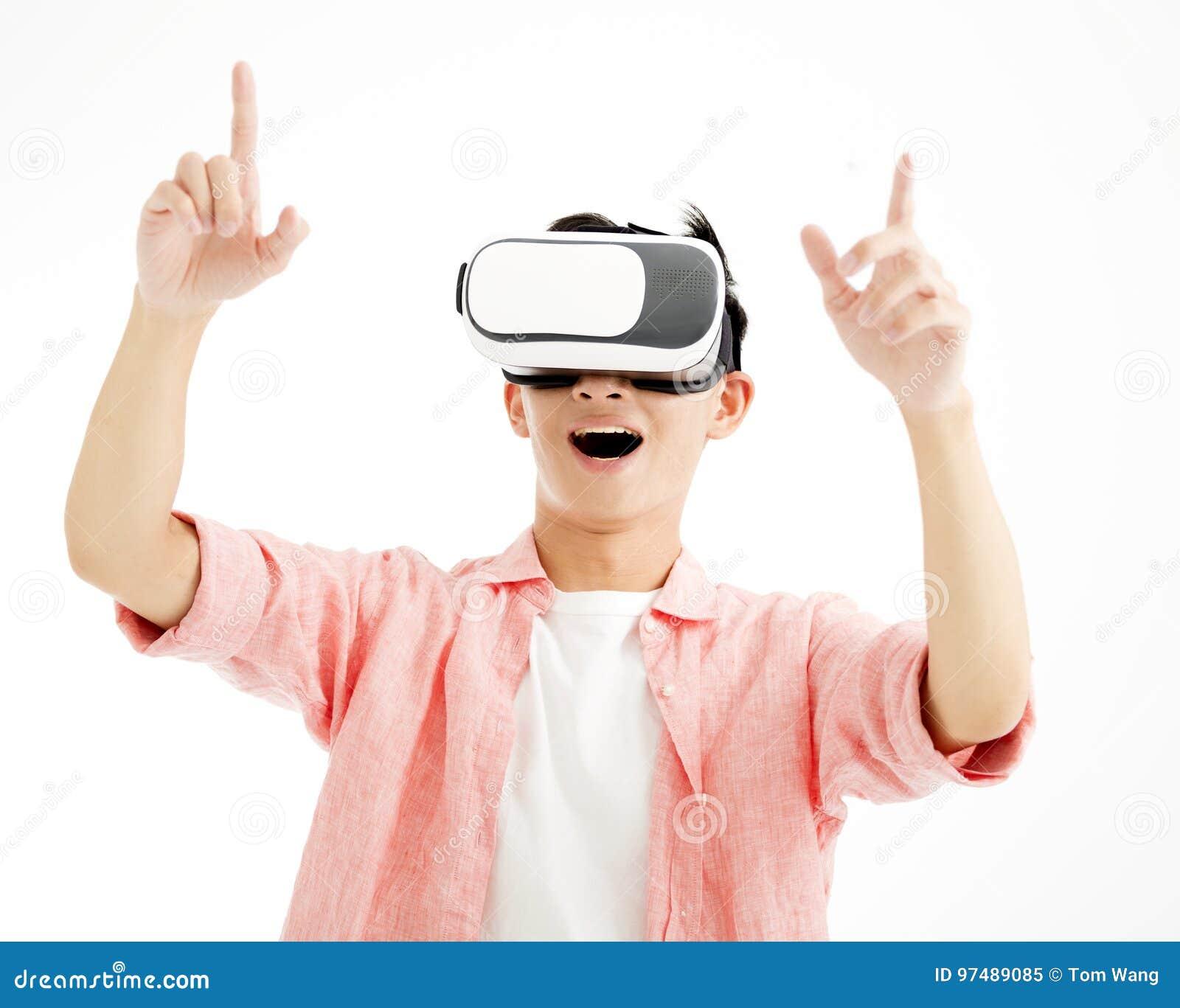 Giovane con il headsetdi VR