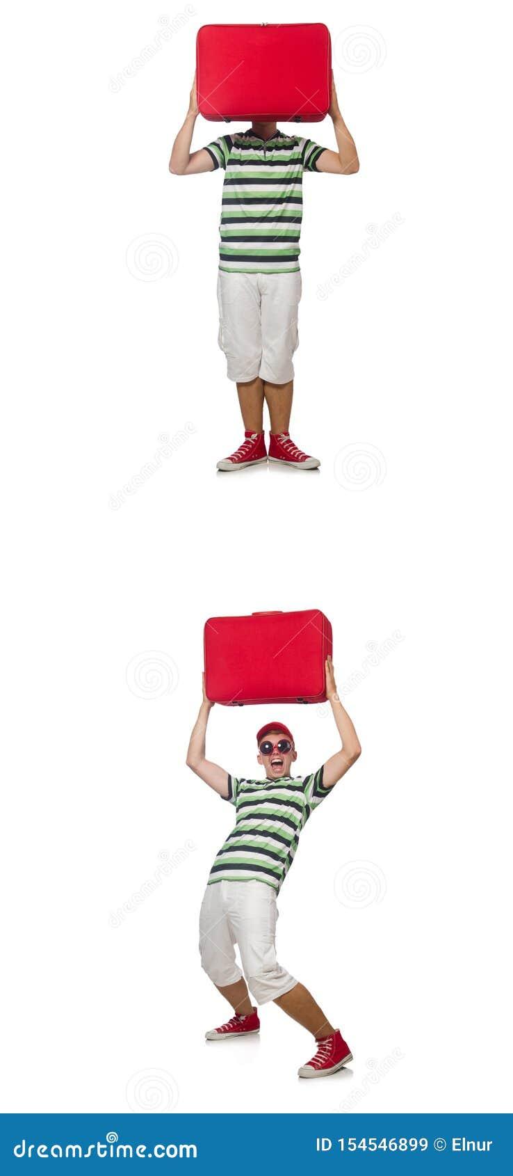 Giovane con la valigia rossa isolata su bianco