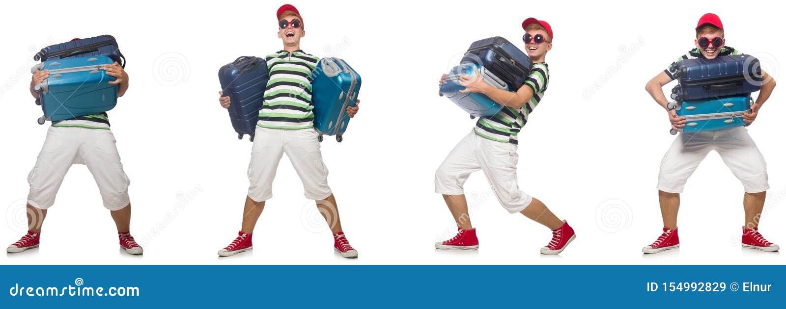 Giovane con le valigie pesanti isolate su bianco