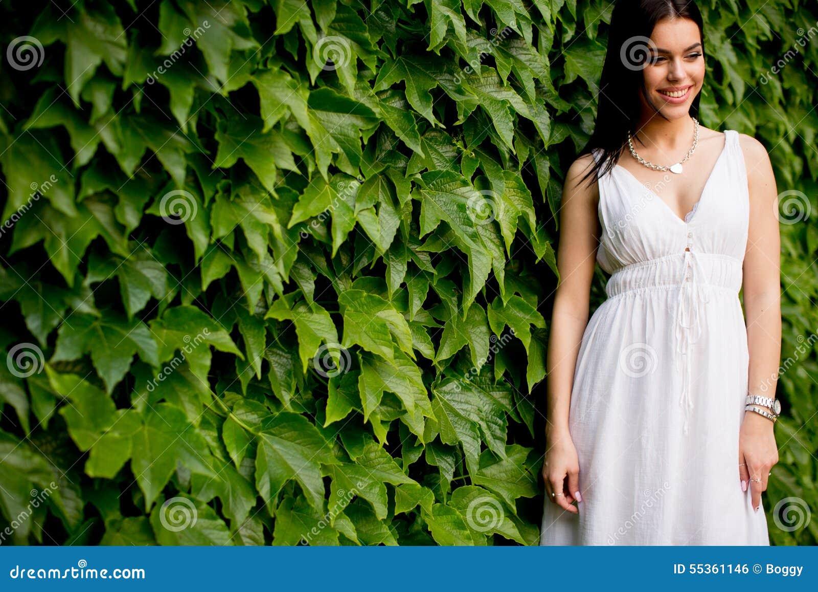 Giovane donna 15