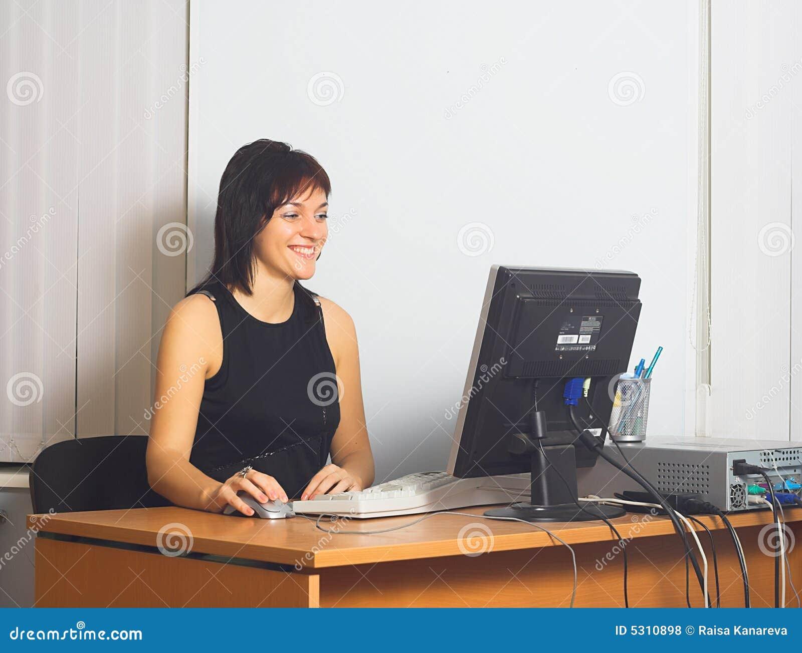 Download Giovane donna di affari fotografia stock. Immagine di gentile - 5310898