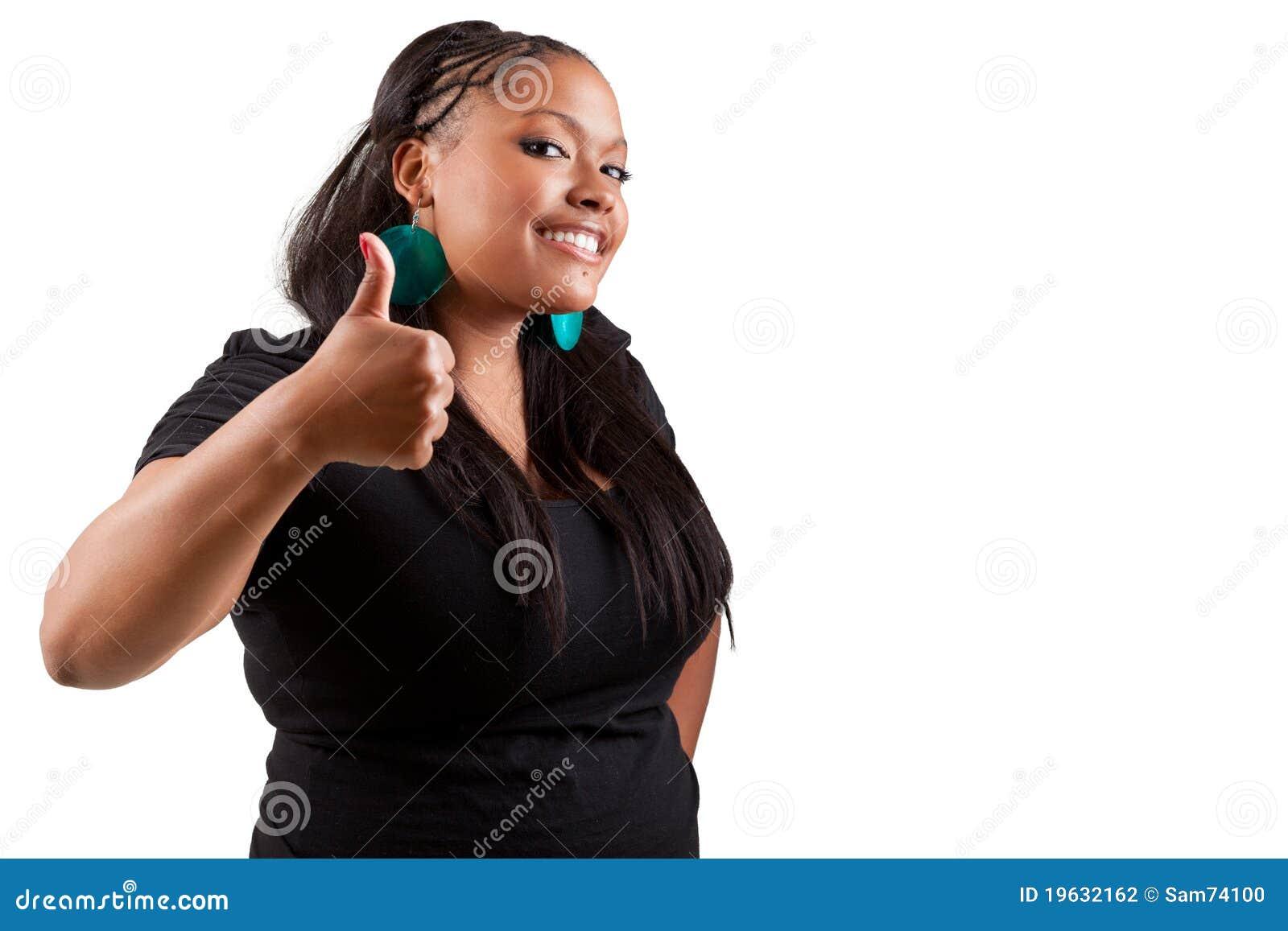 Giovane donna di colore che compone i pollici