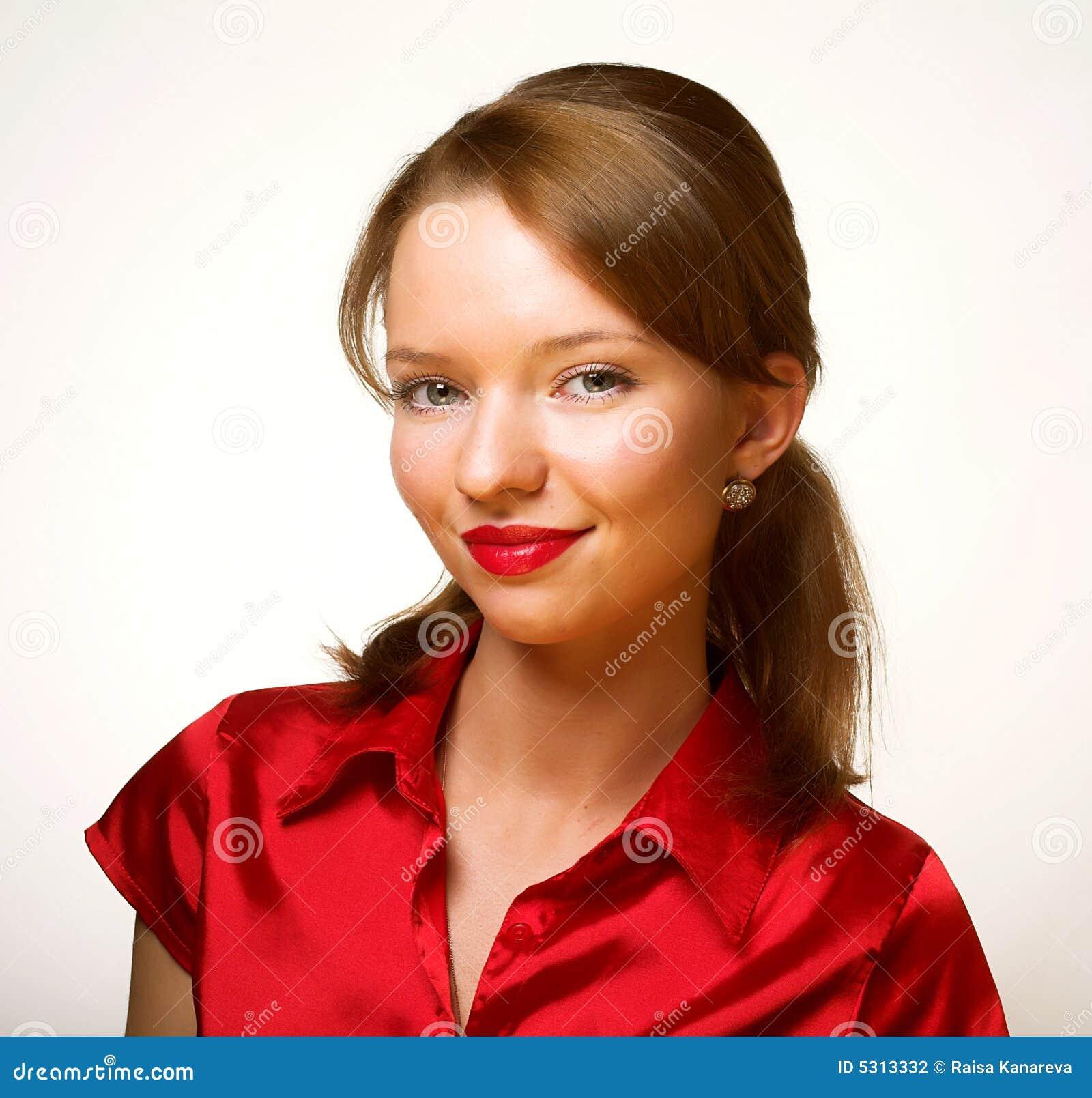 Download Giovane Donna Nei Colori Rossi Fotografia Stock - Immagine di adulto, luscious: 5313332