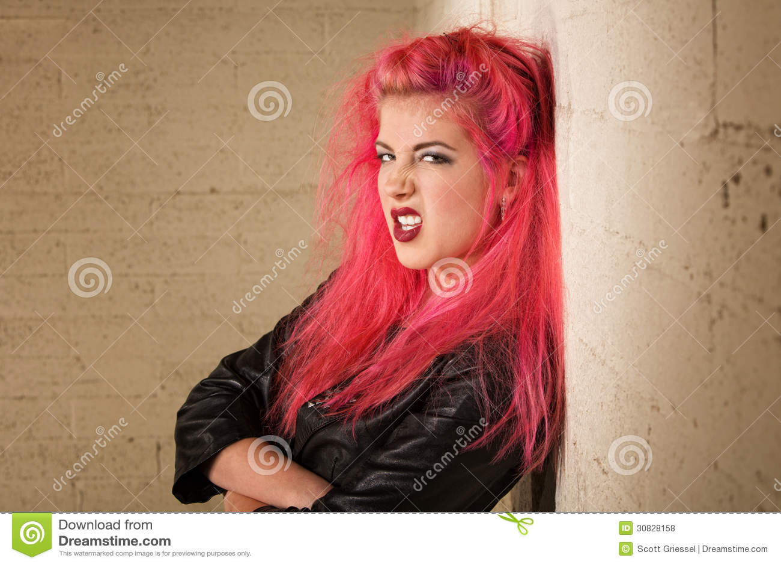 Giovane donna pazza