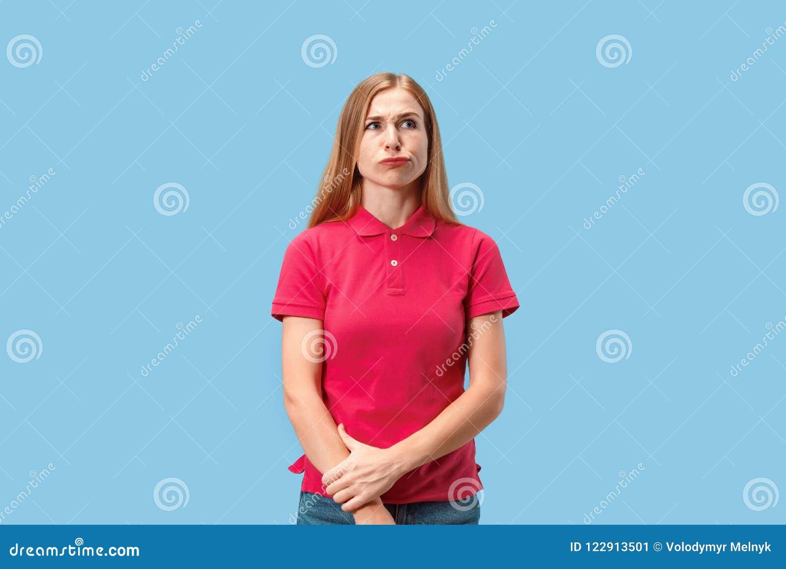 Giovane donna premurosa seria di affari Concetto di dubbio