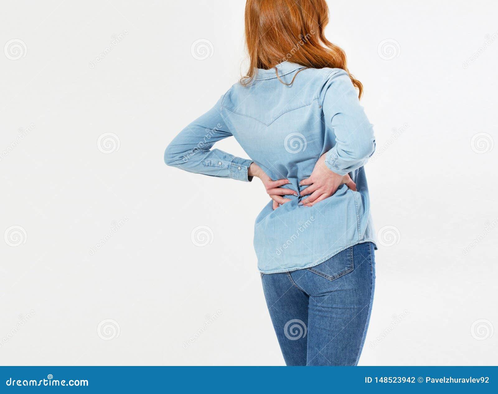 Giovane donna rossa dei capelli che tiene il suo collo nel dolore Concetto MEDICO