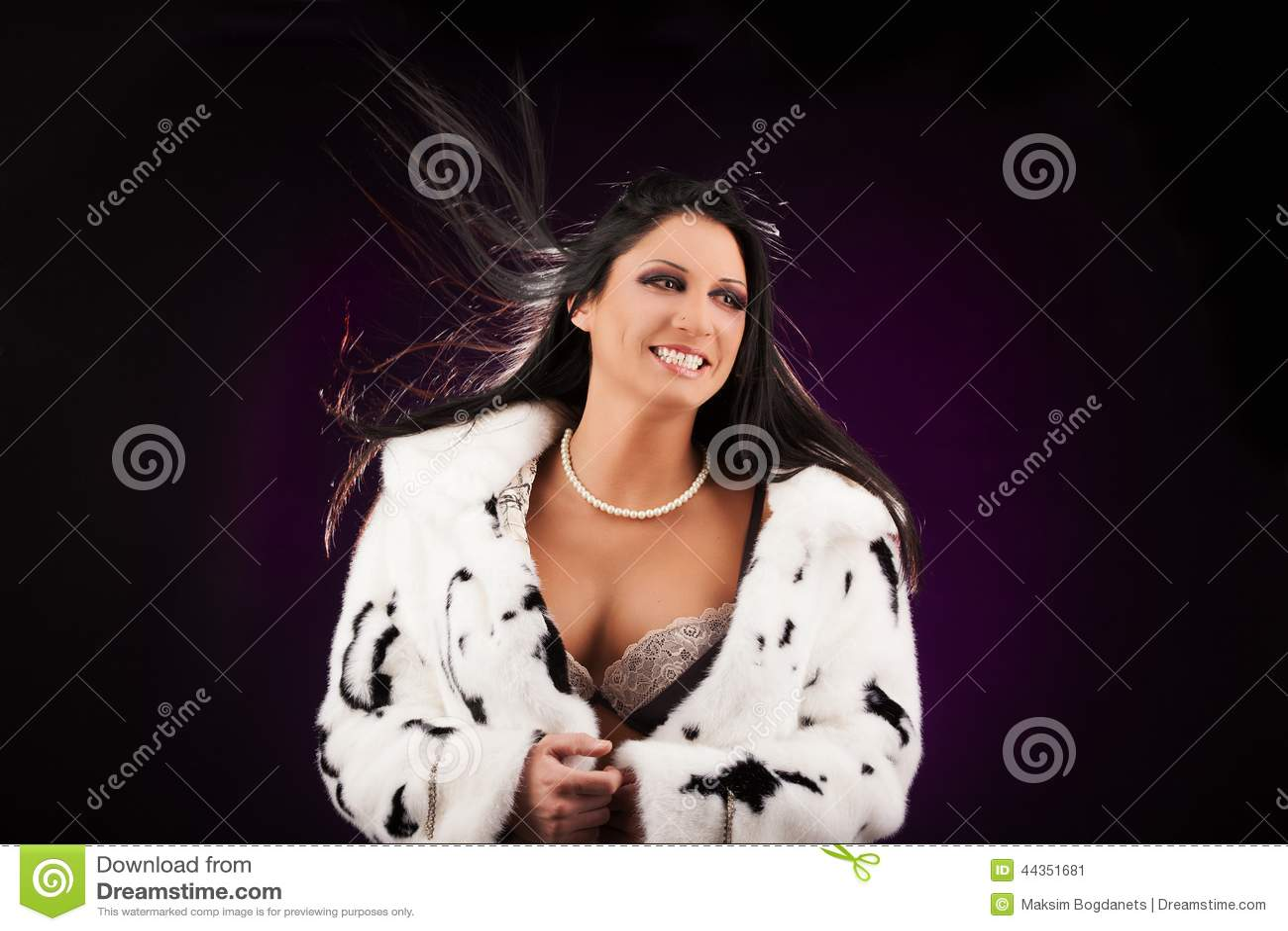 Giovane donna sexy in biancheria d annata