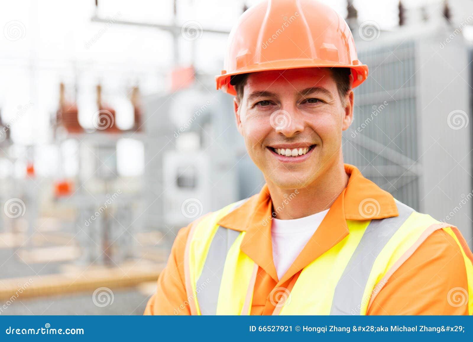 Giovane elettrotecnico maschio