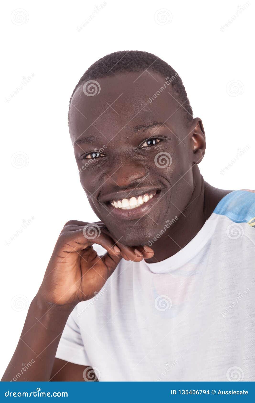 Giovane fronte sudanese bello dell uomo alla macchina fotografica