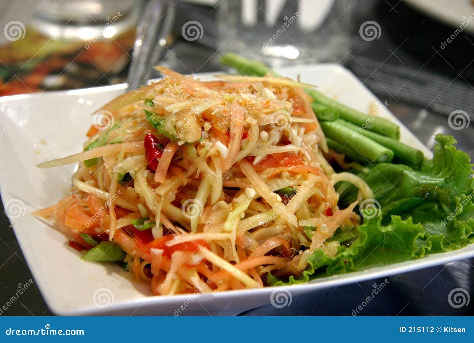 Giovane insalata tailandese della papaia