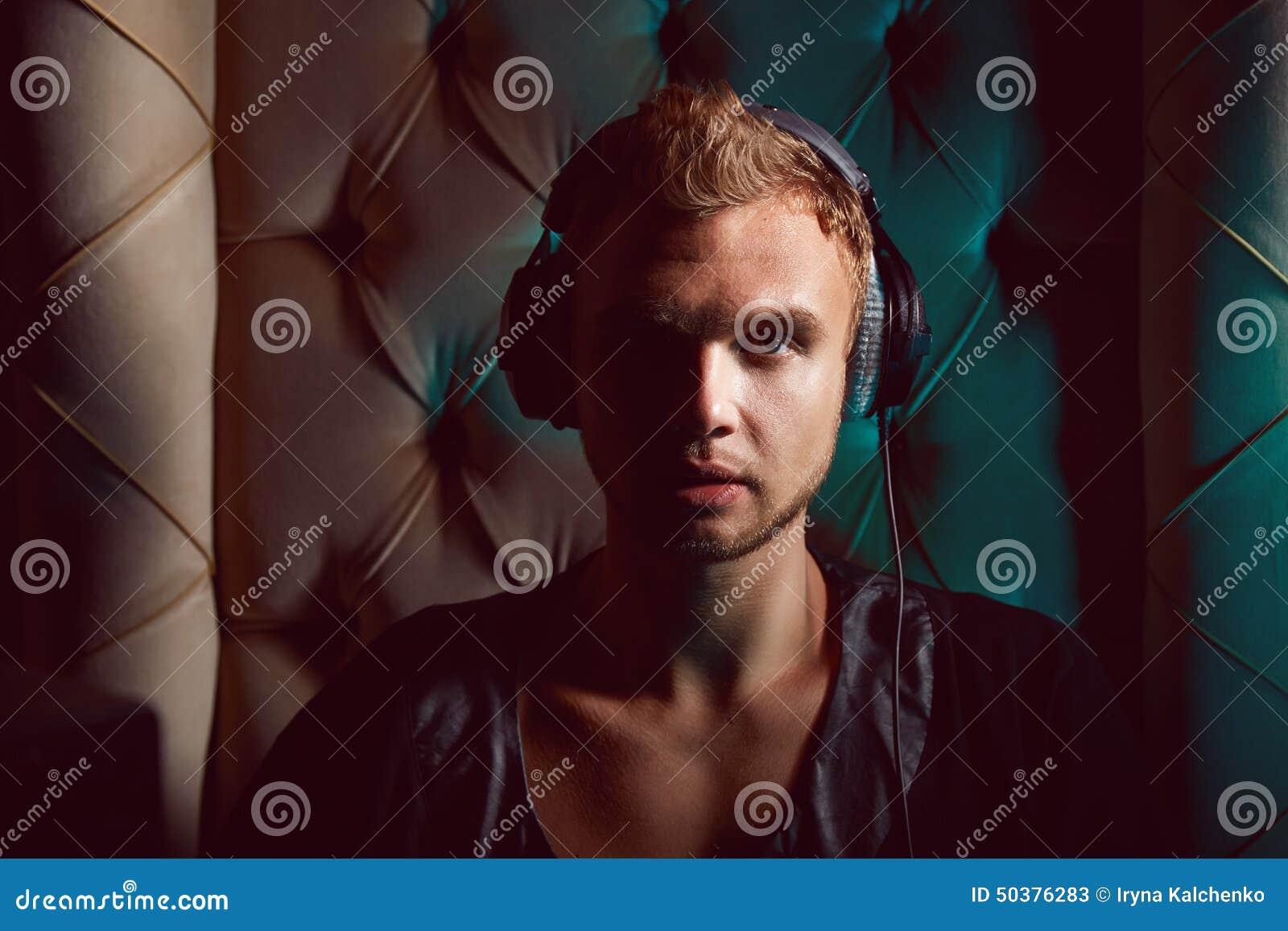 MUSICISTA GAY
