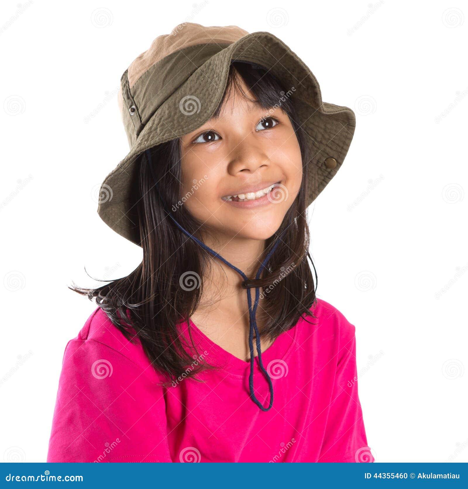 Giovane ragazza asiatica con il cappello III del pescatore