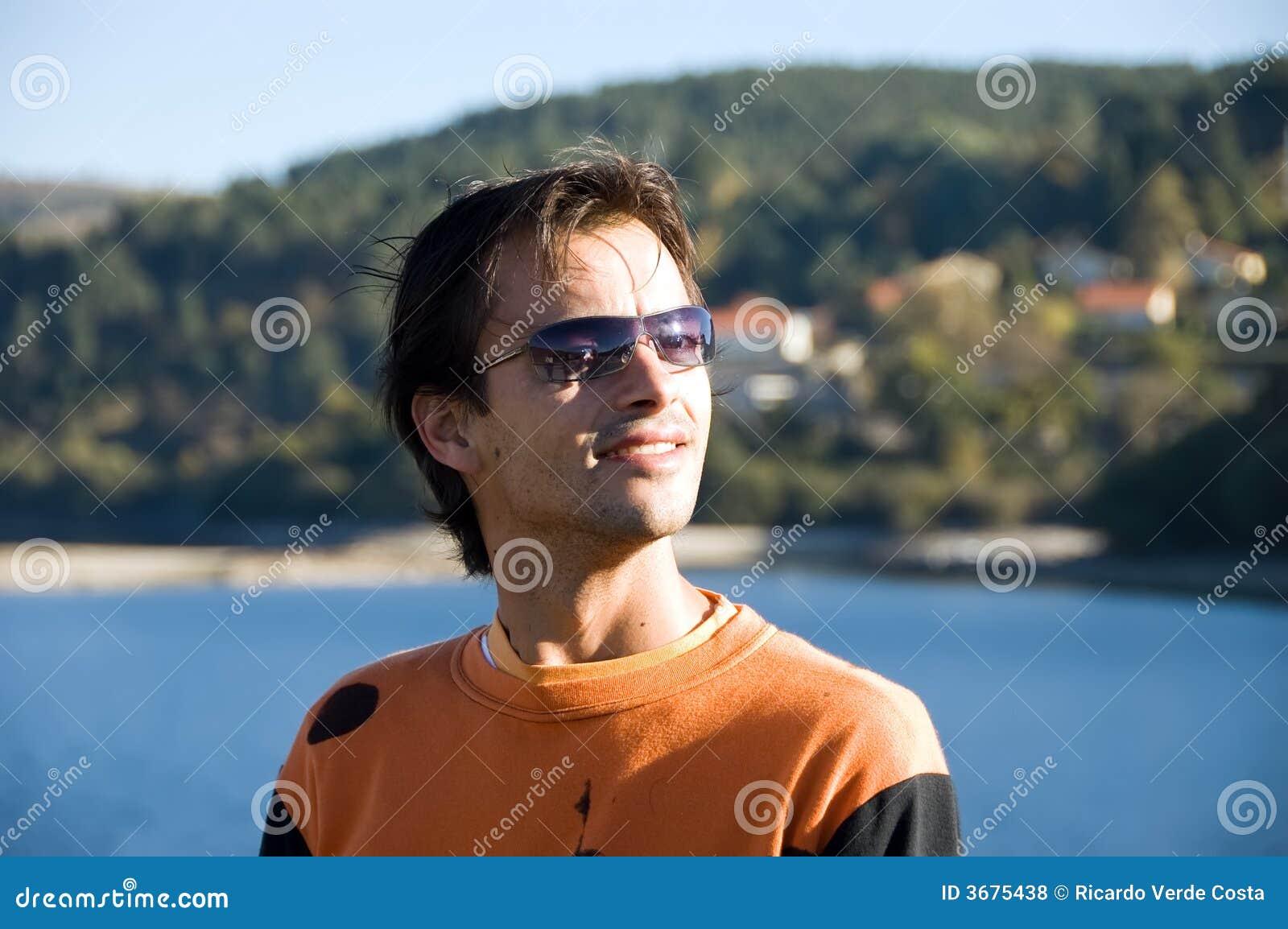 Download Giovane Ritratto Casuale Dell'uomo Fotografia Stock - Immagine di onesto, persona: 3675438