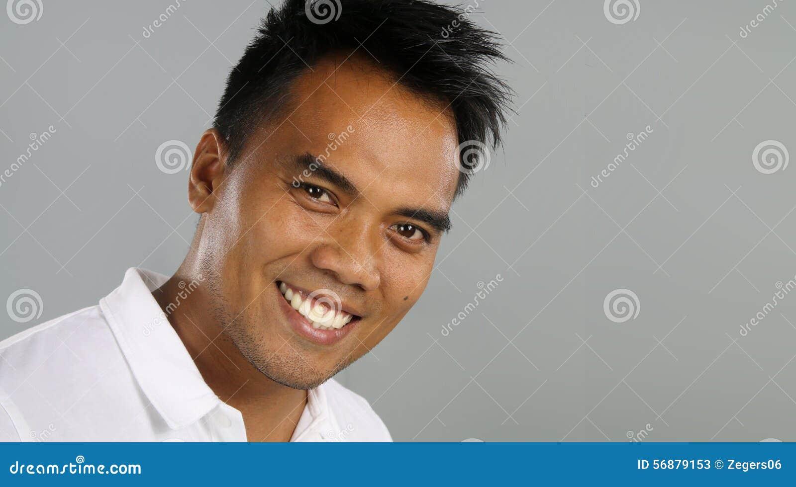 Giovane sorridere del filippino