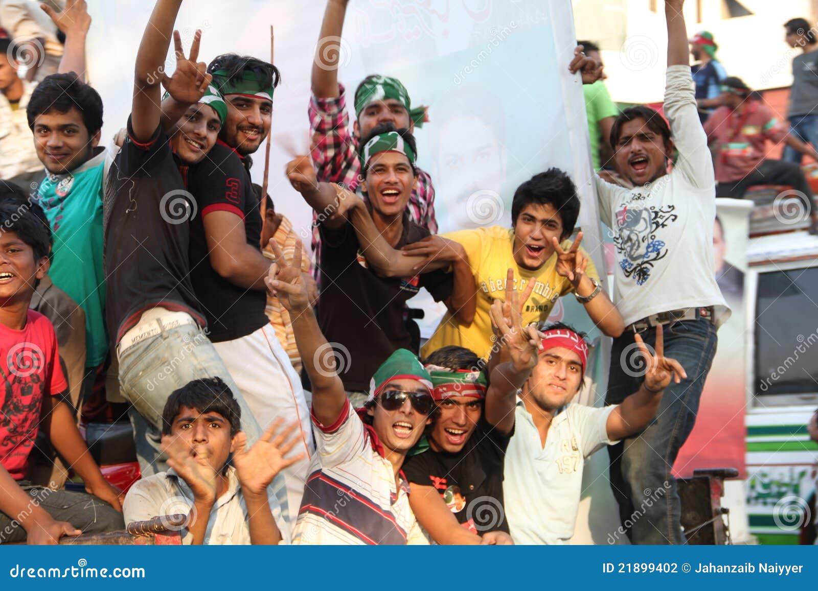 Giovane sostenitore di Imran Khan PTI